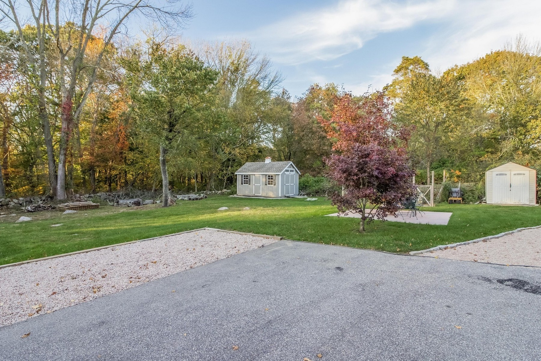 Additional photo for property listing at Extraordinary Ranch 207 Rope Ferry Rd Waterford, Connecticut 06385 United States