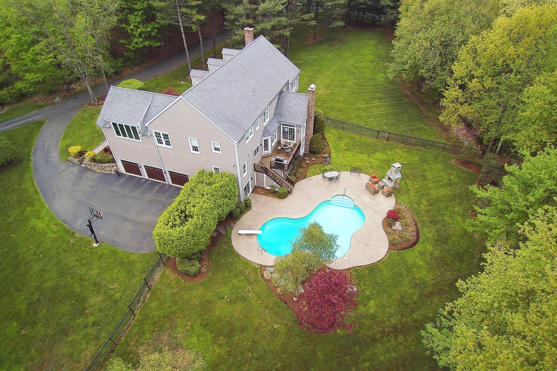 single family homes voor Verkoop op Impeccable Custom Colonial 29 Sunnyview Drive, Redding, Connecticut 06896 Verenigde Staten