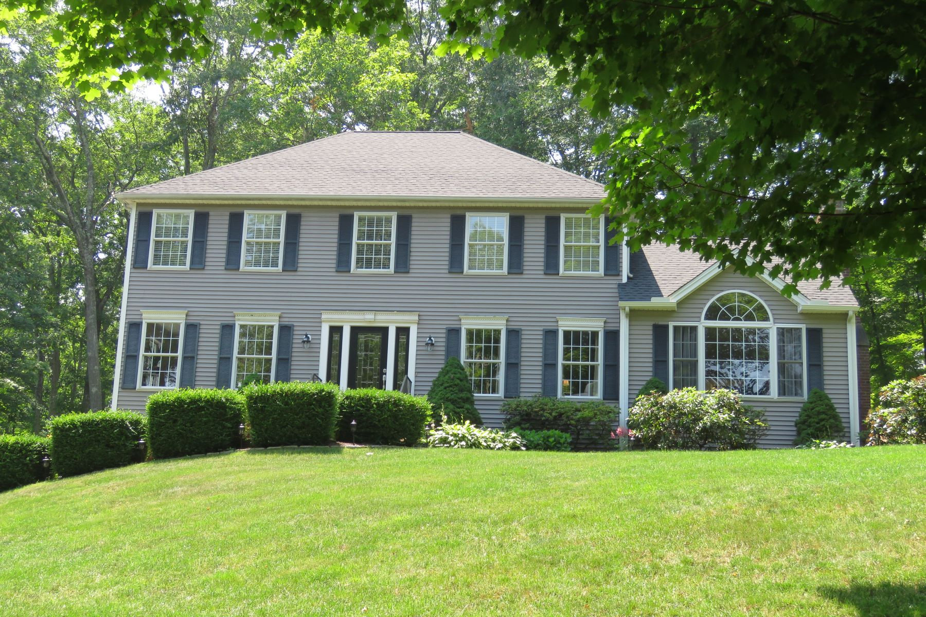 Casa Unifamiliar por un Venta en Picture Perfect 49 Currituck Rd Newtown, Connecticut 06470 Estados Unidos