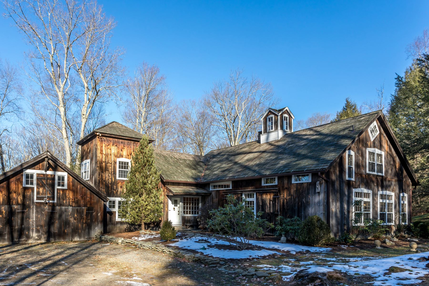 Single Family Home for Sale at A unique and special barn-style home 80 Chalybes Road West, Roxbury, Connecticut, 06783 United States