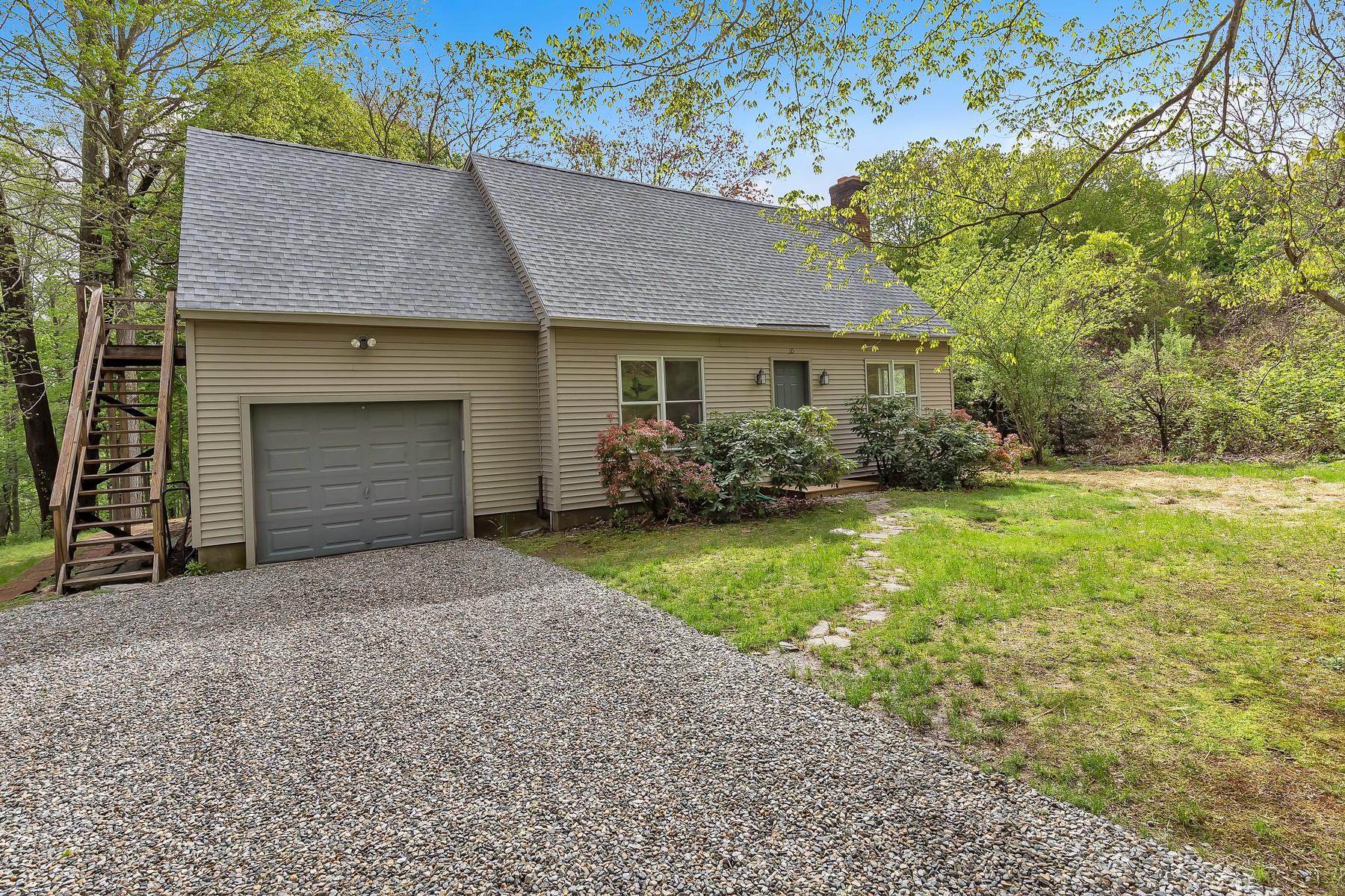 Einfamilienhaus für Verkauf beim Village Location, Light-Filled Cape 10 Brooks Lane, Chester, Connecticut 06412 Vereinigte Staaten