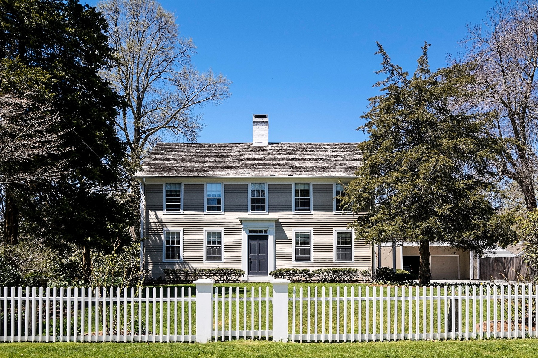 Casa Unifamiliar por un Venta en Prominent and Stunning Vintage Home 6 Lyme Street Old Lyme, Connecticut 06371 Estados Unidos