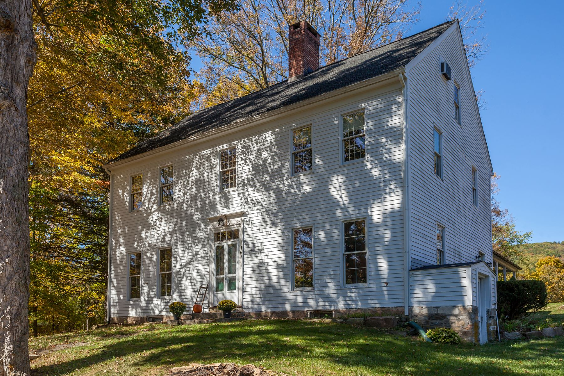独户住宅 为 销售 在 New Preston Antique 116 Christian Street 华盛顿, 康涅狄格州 06777 美国