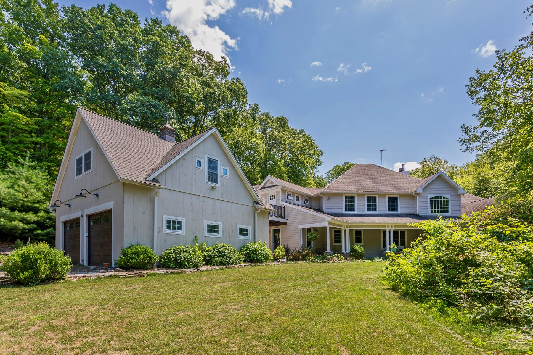 Single Family Homes for Sale at Custom-Built Traditional Roxbury Home 21 Forest Farm Drive Roxbury, Connecticut 06783 United States