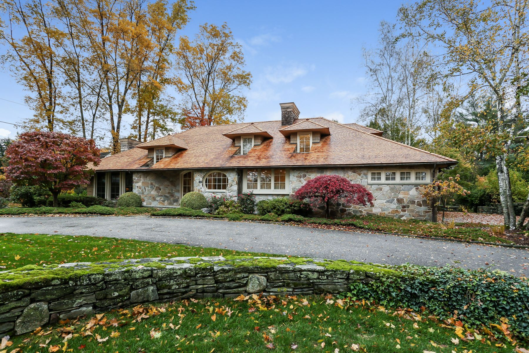 Single Family Homes for Sale at Beautiful English Country Home 991 Pequot Avenue Fairfield, Connecticut 06890 United States