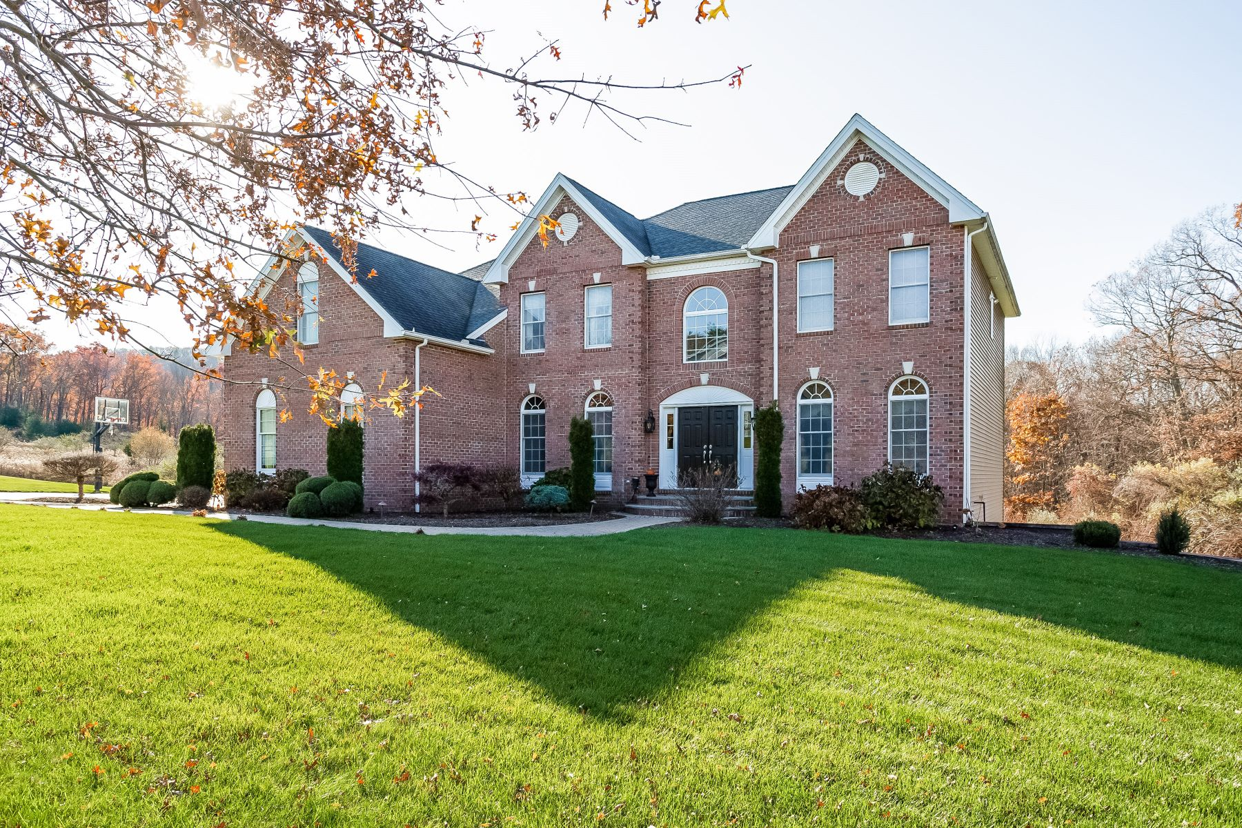 Single Family Homes for Active at Custom Built Brick Faced Colonial 115 Penwood Crossing Glastonbury, Connecticut 06033 United States