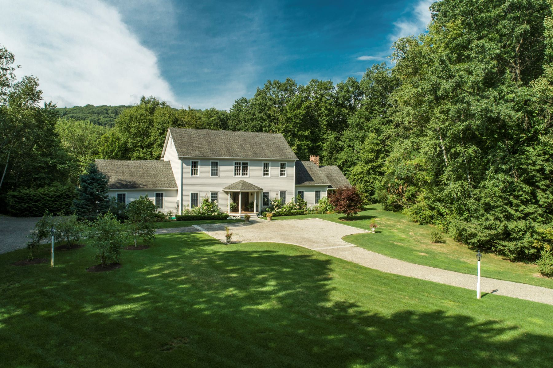 Single Family Homes 为 出租 在 Beautiful Bunker Hill Furnished Rental 38 Bunker Hill Road 索尔茨伯里市, 康涅狄格州 06068 美国