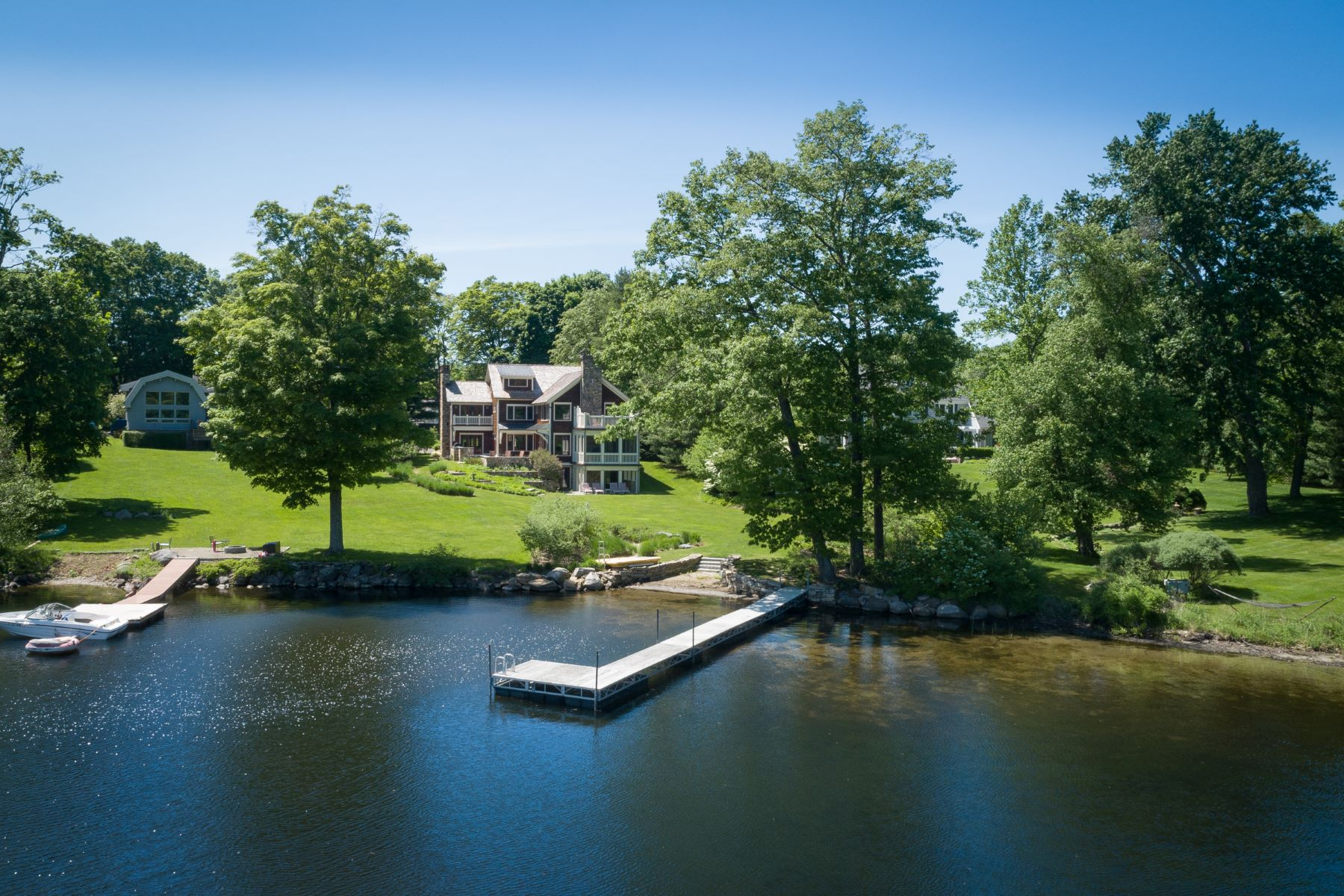 Single Family Homes للـ Sale في Rare Direct Waterfront 7 Arrow Point Road, Warren, Connecticut 06777 United States