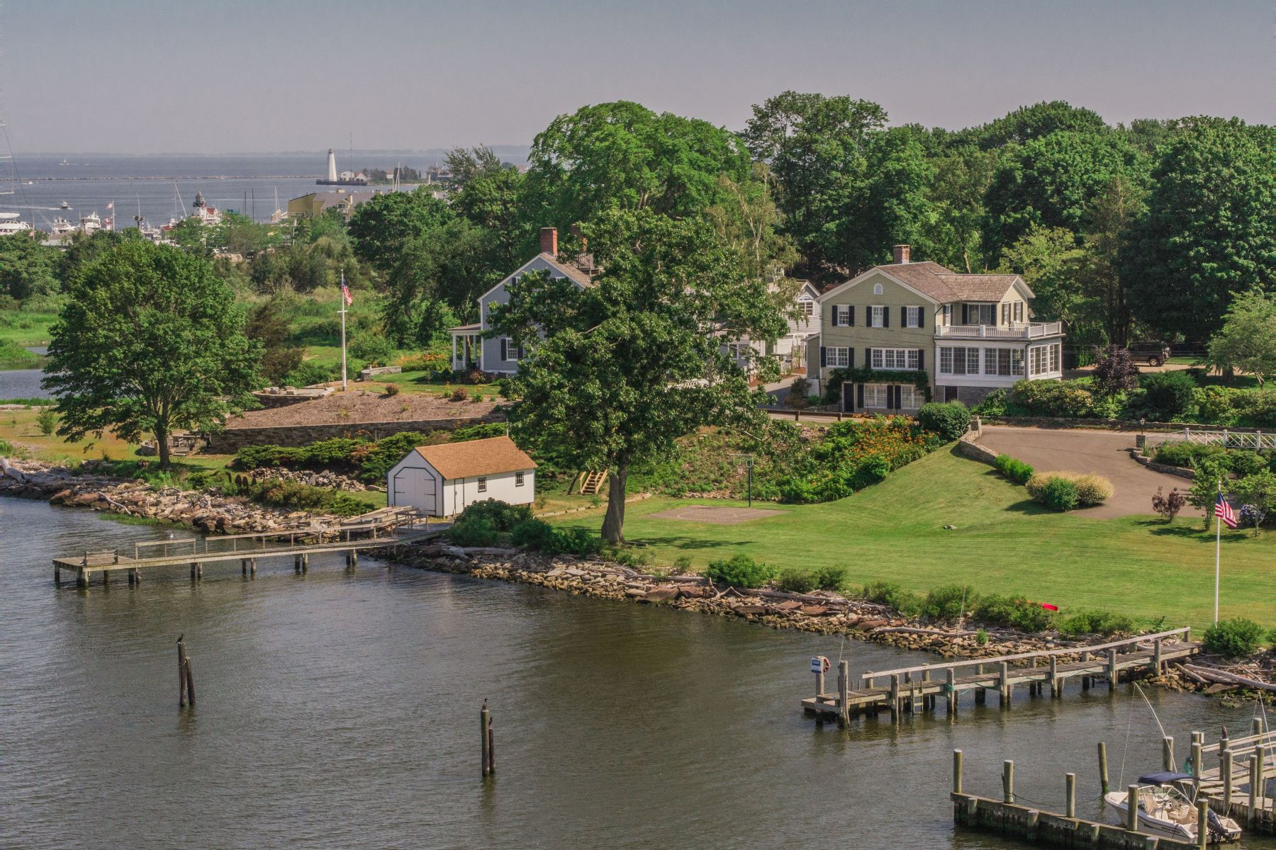 voor Verkoop op Ca.1850 Colonial Meticulously Restored Has Water Views 184 North Cove Road, Old Saybrook, Connecticut 06475 Verenigde Staten