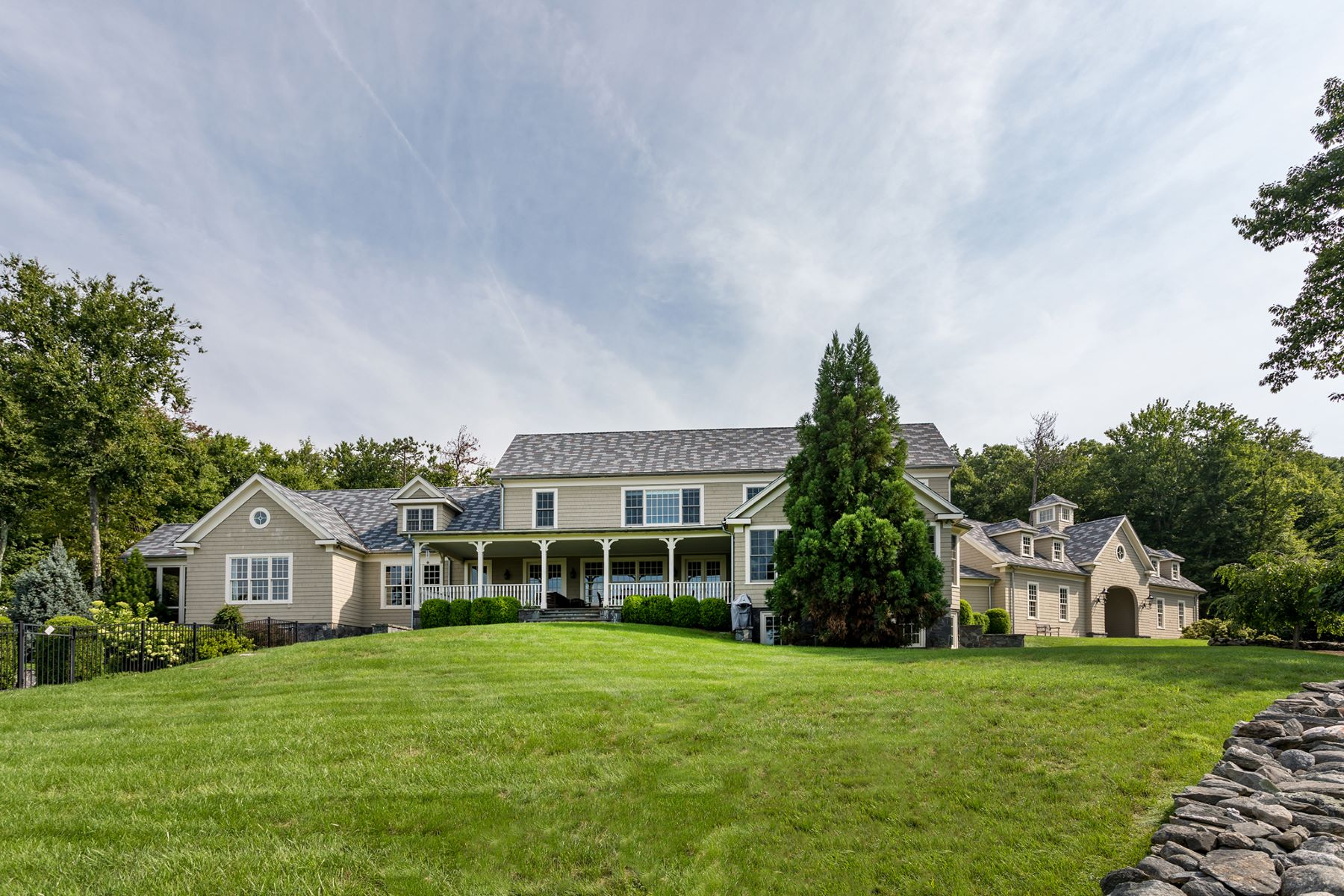 Additional photo for property listing at Enchanted Classic 24 Ranney Hill Road Roxbury, Connecticut 06783 États-Unis