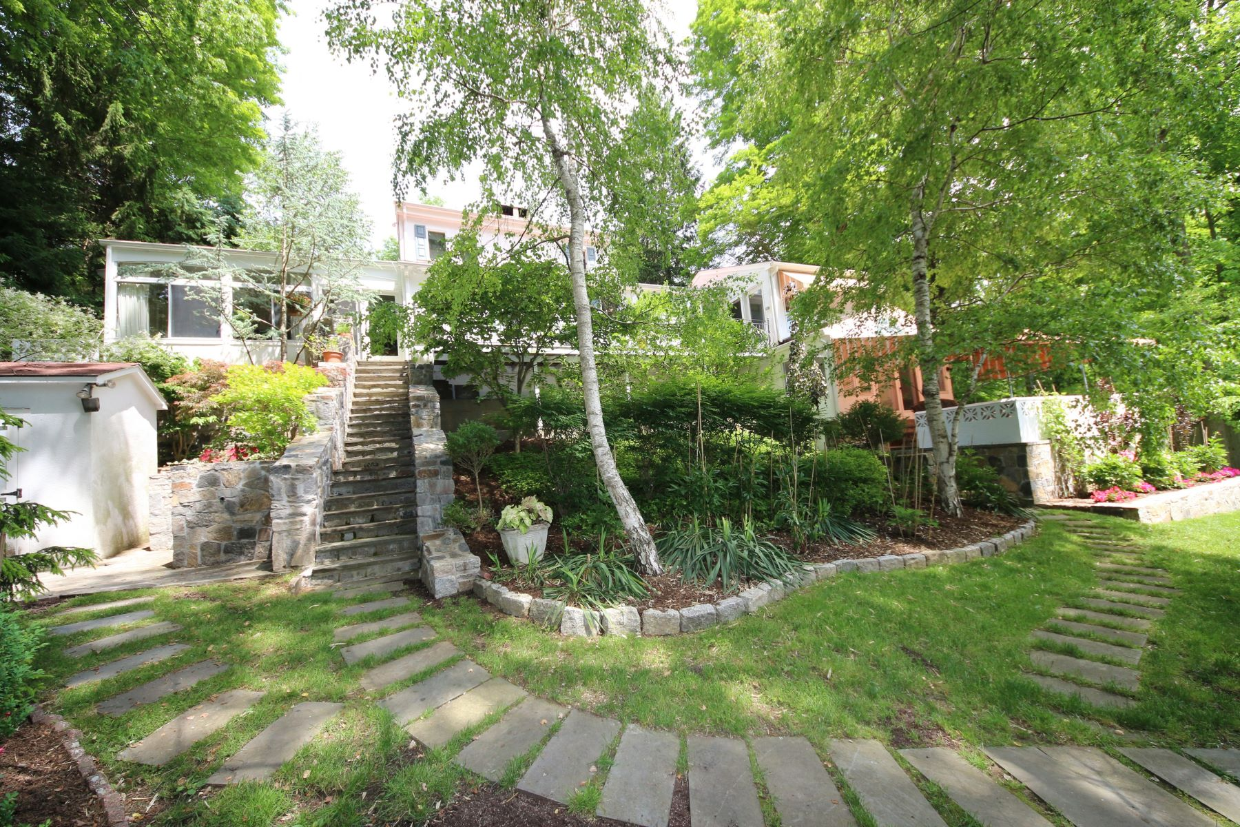 Casa para uma família para Venda às One of a Kind Mediterranean Villa 22 Rita Road Ridgefield, Connecticut 06877 Estados Unidos