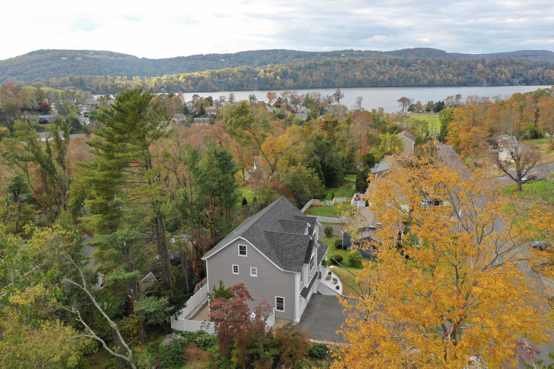 Single Family Home for Sale at Candlewood Shores Community 39 Candlewood Shores Road Brookfield, Connecticut 06804 United States