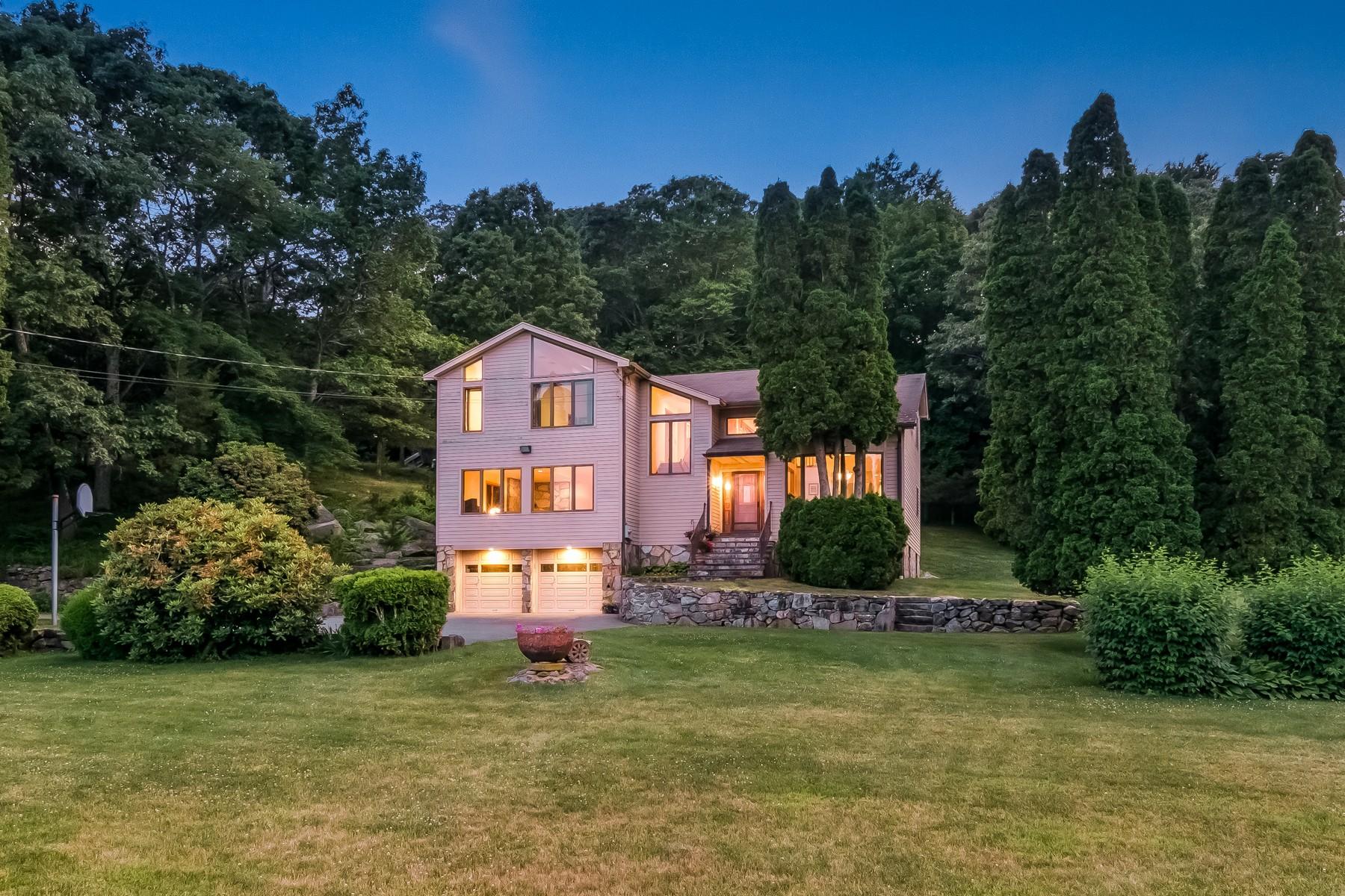 Maison unifamiliale pour l Vente à Spectacular Mystic River Views 743 River Road Groton, Connecticut 06355 États-Unis