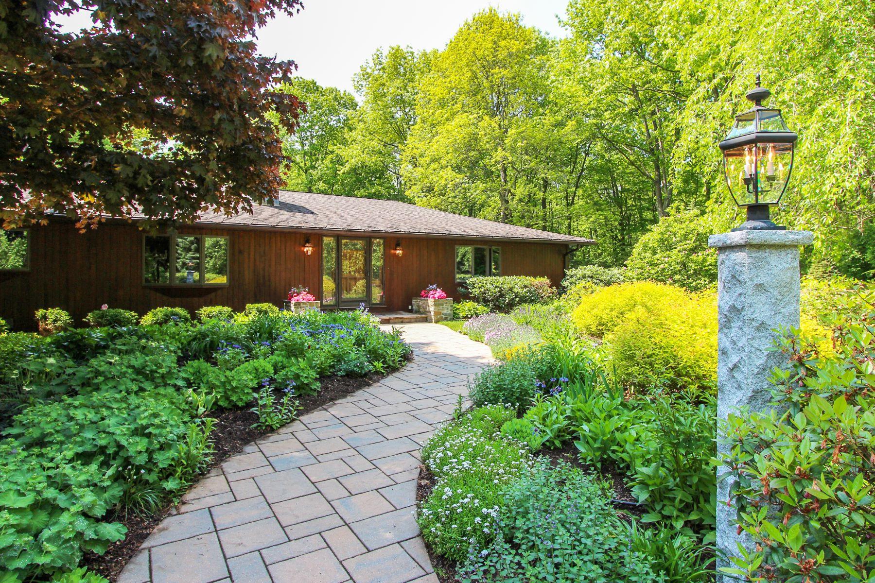 Частный односемейный дом для того Продажа на Secluded Estate 104 Hart Drive Litchfield, Коннектикут 06759 Соединенные Штаты
