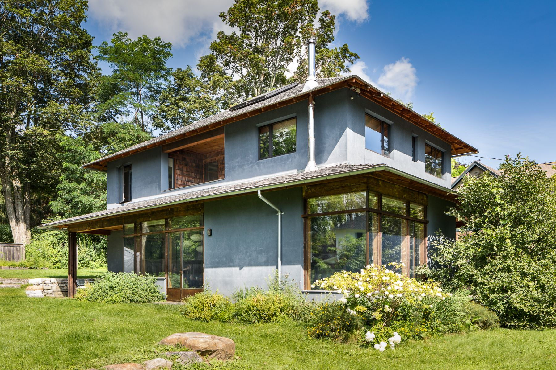 Villa per Vendita alle ore Hip and Modern on The Hill 8 Prospect St Great Barrington, Massachusetts, 01230 Stati Uniti