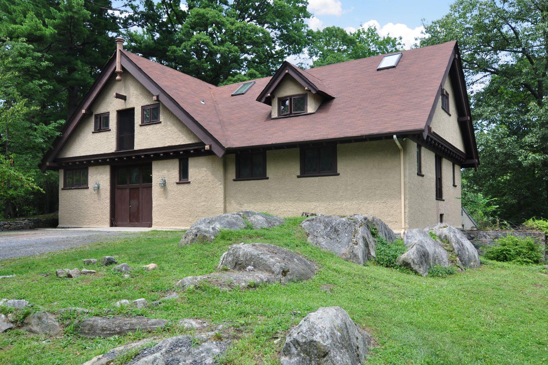 多户住宅 为 销售 在 Own a Piece of History! 1 Castle Road, 欧文顿, 纽约州, 10533 美国