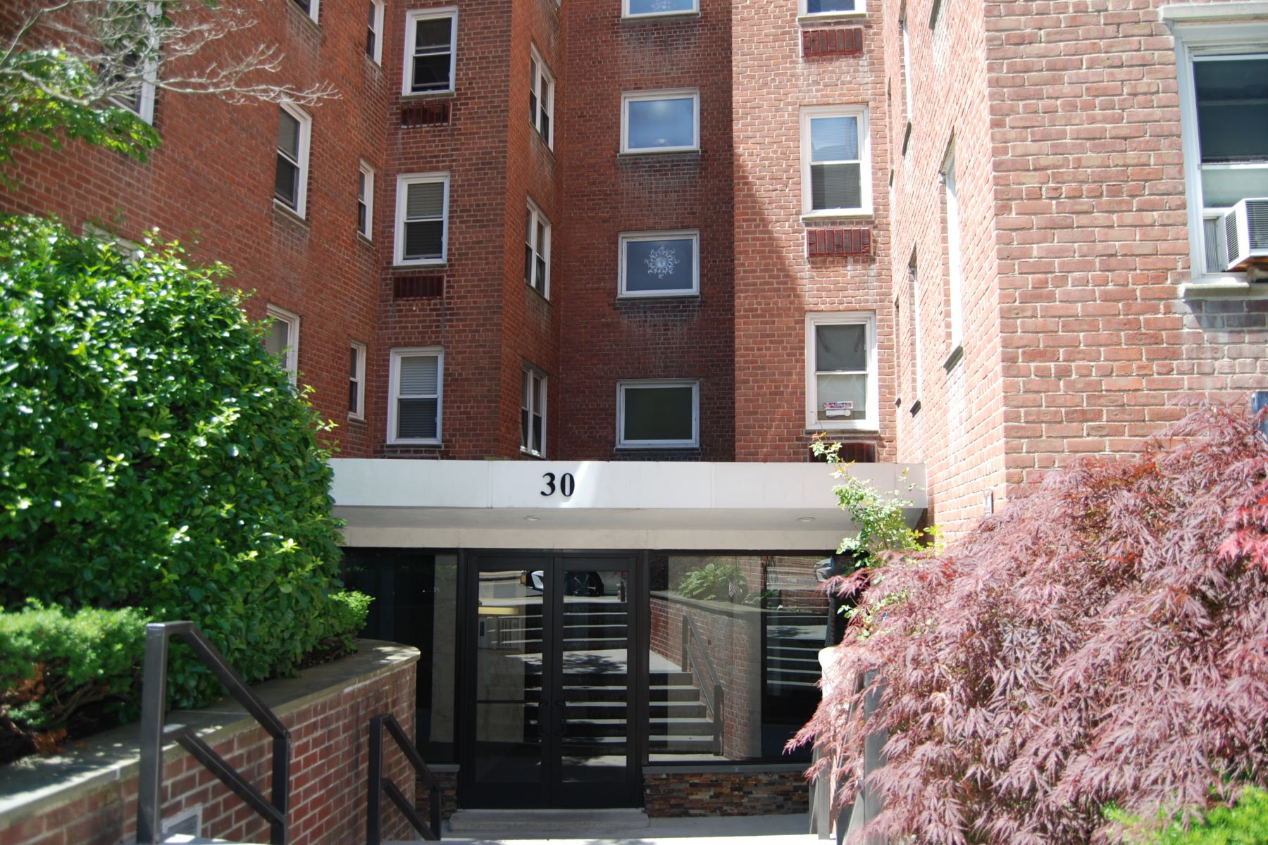 Co-op Properties for Sale at Spacious Junior 4 Apartment 30 East Hartsdale Avenue 2D Hartsdale, New York 10530 United States