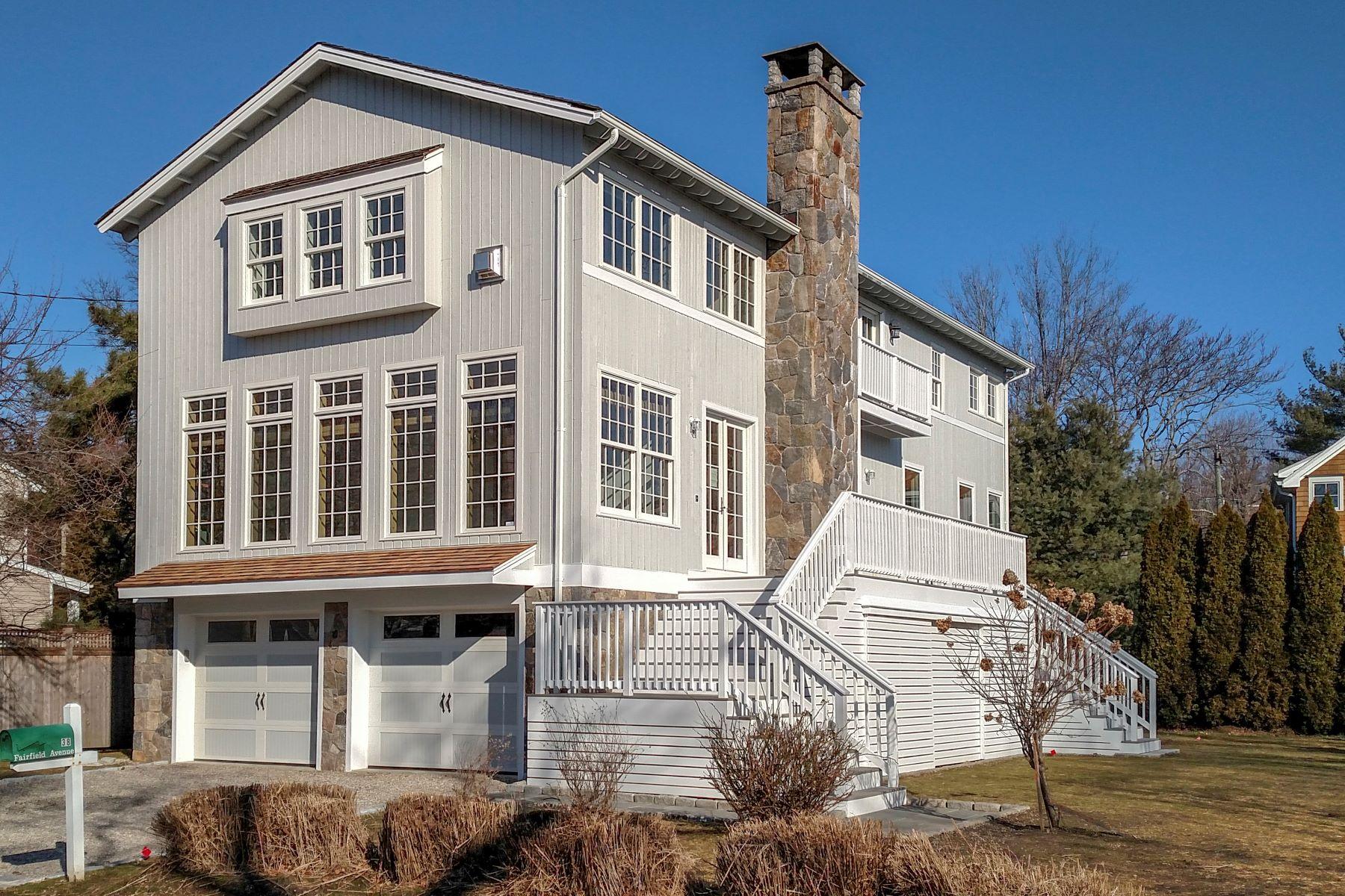 single family homes voor Verkoop op Compo Chic! 38 Fairfield Avenue, Westport, Connecticut 06880 Verenigde Staten