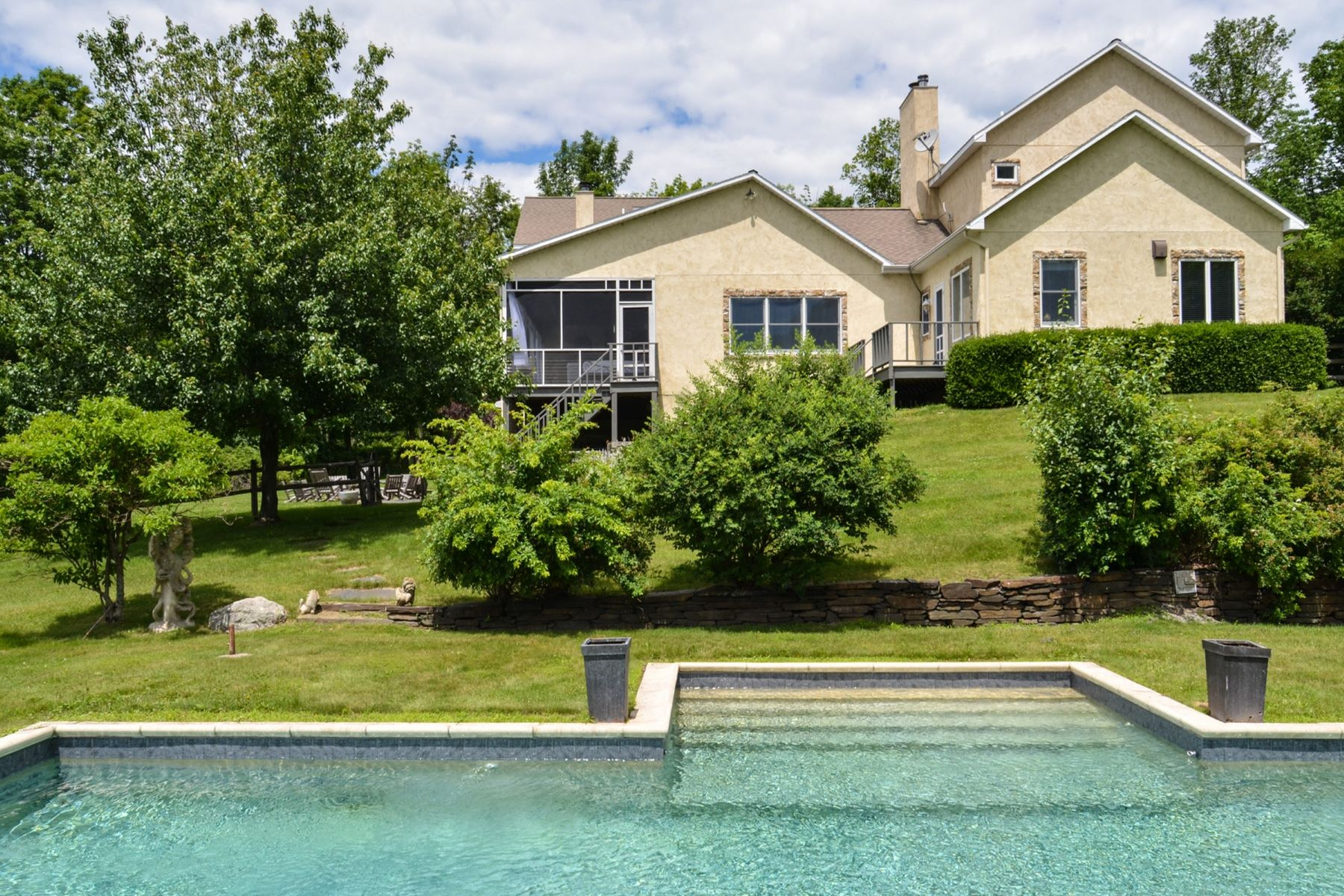 Maison unifamiliale pour l Vente à Grand in Every Way 599 Whippoorwill Rd Hillsdale, New York 12529 États-Unis
