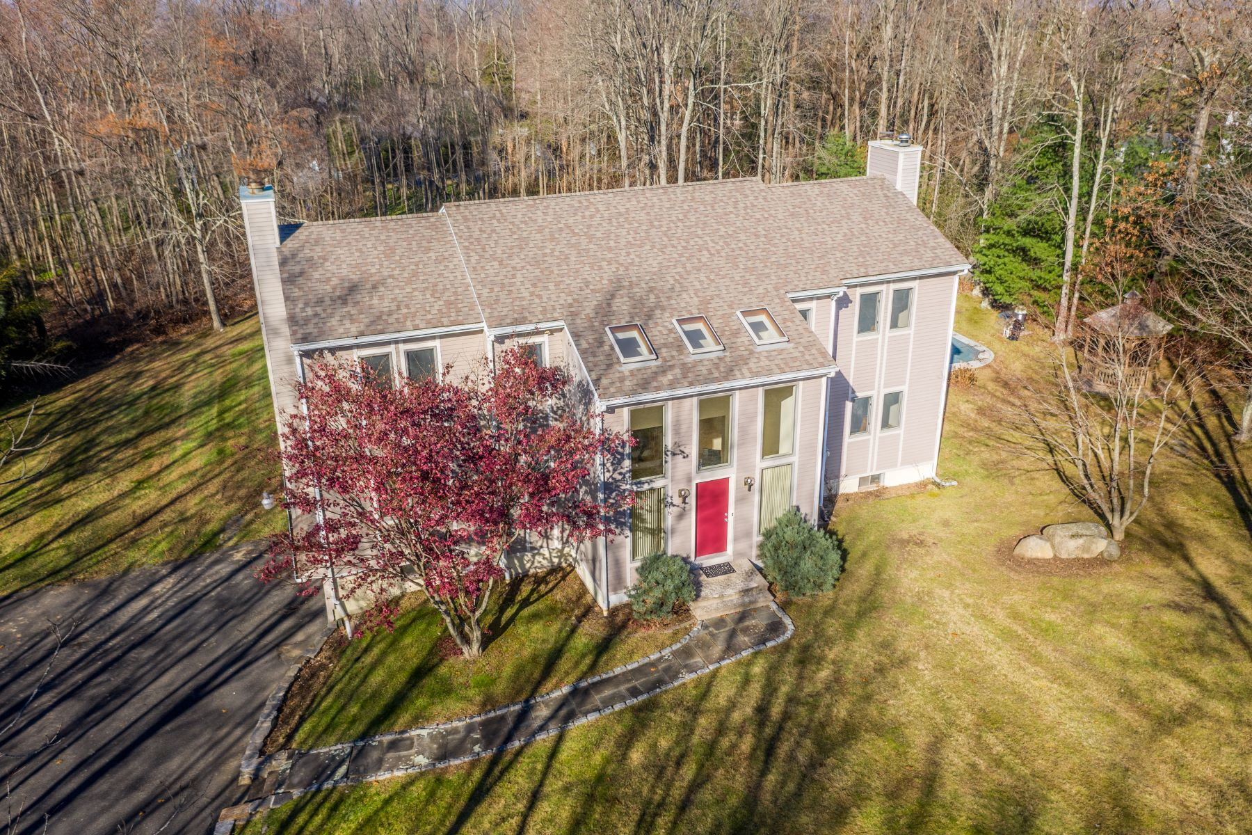 Single Family Homes for Sale at Impressive Sun Filled Contemporary 18 White Tail Lane, Brookfield, Connecticut 06804 United States