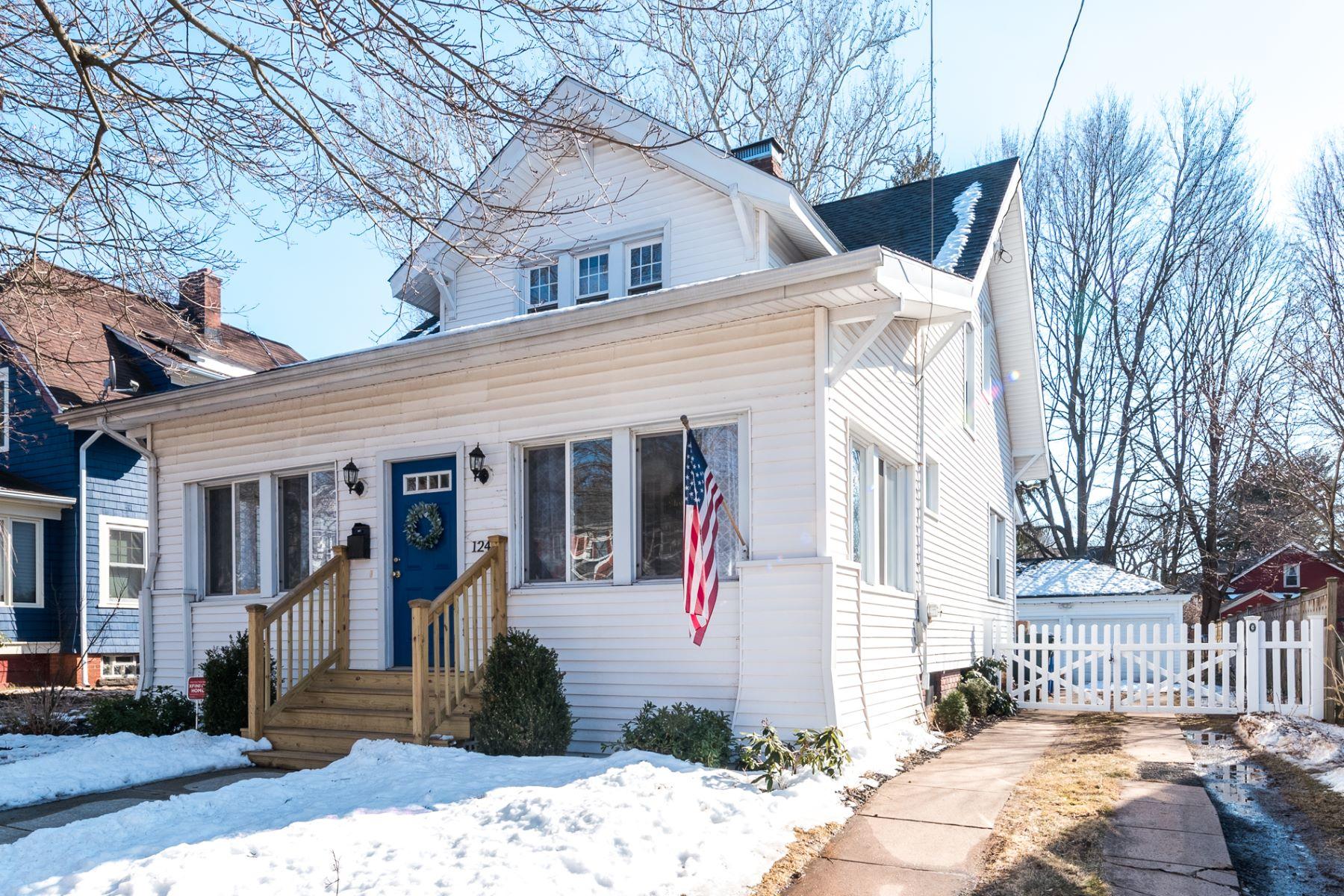 Eensgezinswoning voor Verkoop op 124 Ardmore Street Hamden, Connecticut 06517 Verenigde Staten
