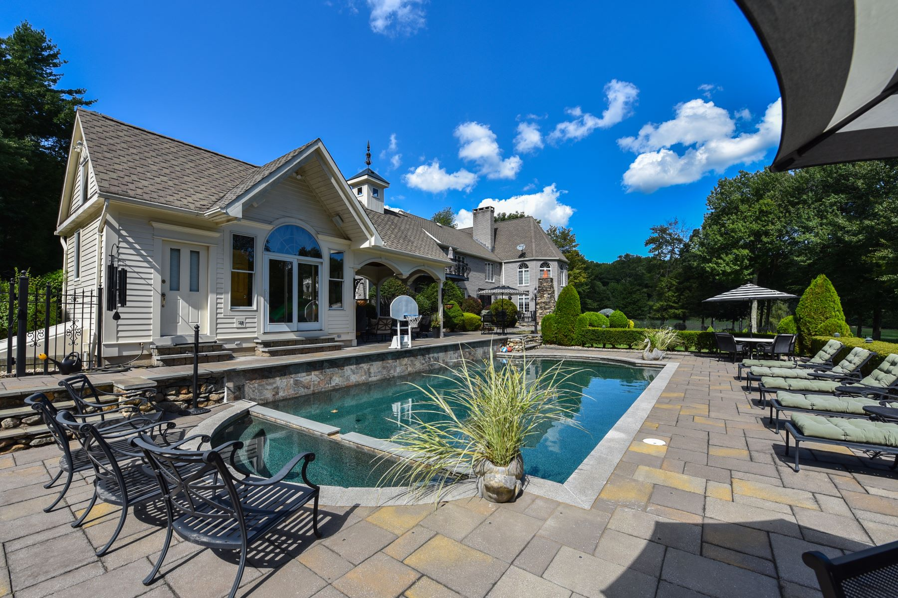 Additional photo for property listing at Impressive Private Compound on 21 Acres 31 Deer Run Road Barkhamsted, Connecticut 06063 United States