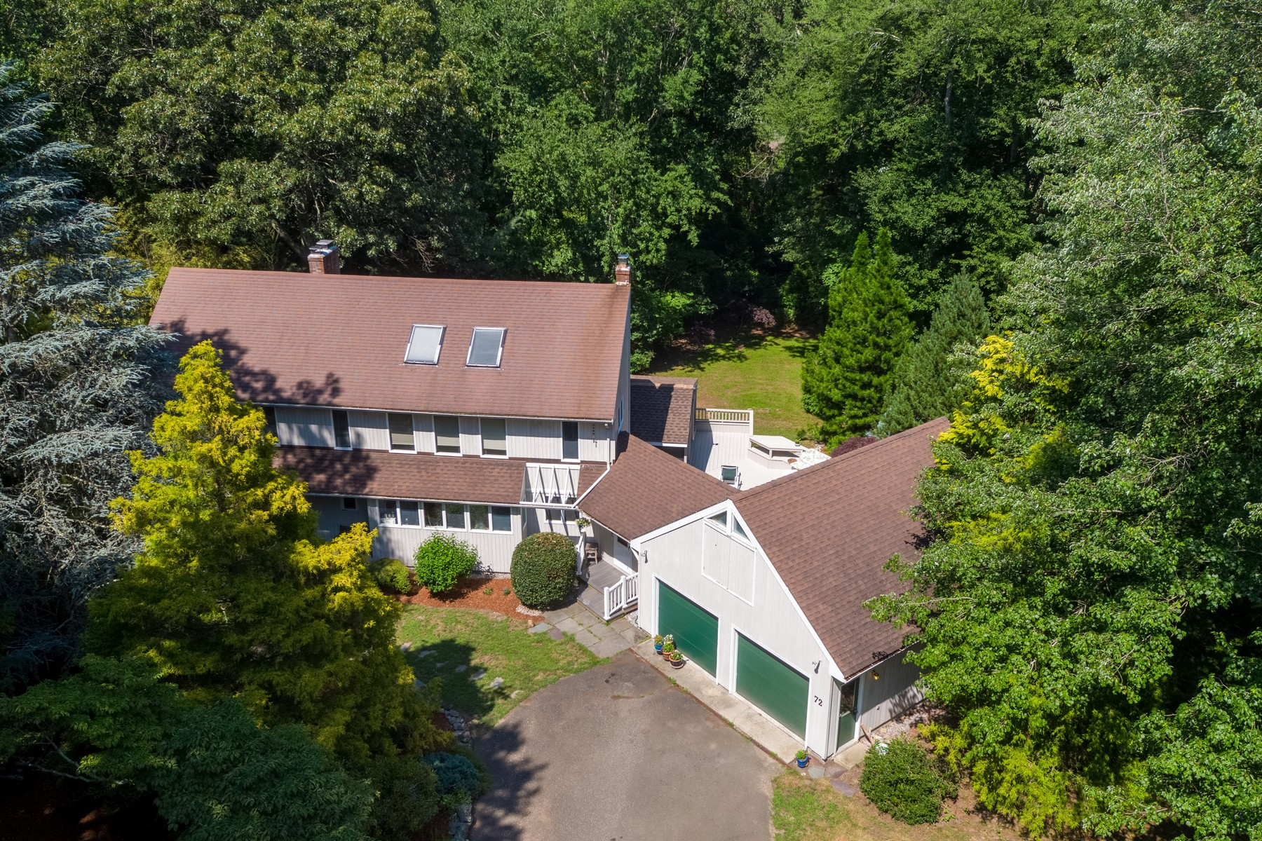 Single Family Homes للـ Sale في Contemporary in a Coveted Ayers Point Location 72 Ayers Point Road, Old Saybrook, Connecticut 06475 United States