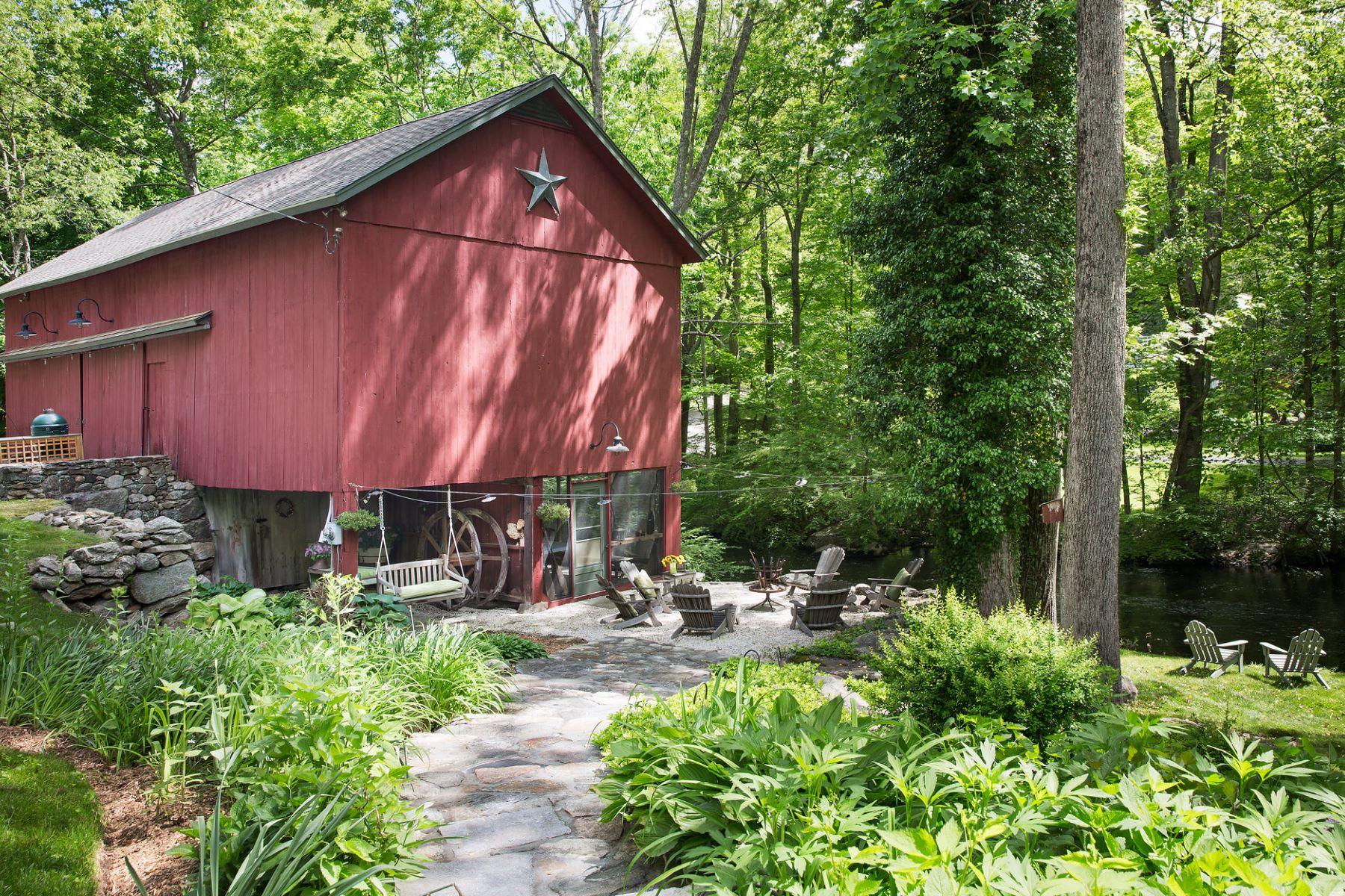 واحد منزل الأسرة للـ Sale في 207 Mill Road New Canaan, Connecticut, 06840 United States