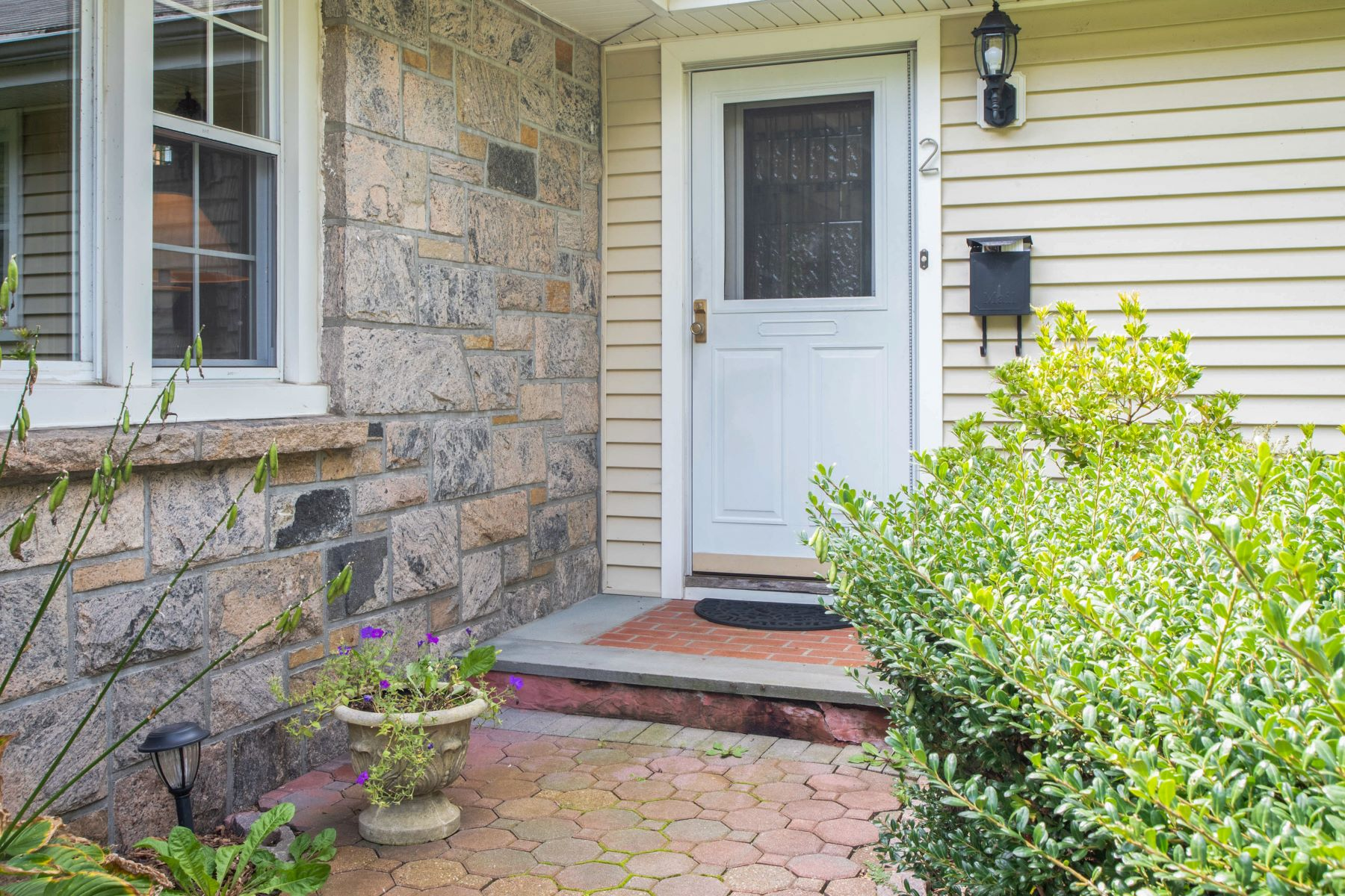 Single Family Homes for Sale at A Charming, Well Maintained Ranch 2 Millard Avenue Sleepy Hollow, New York 10591 United States
