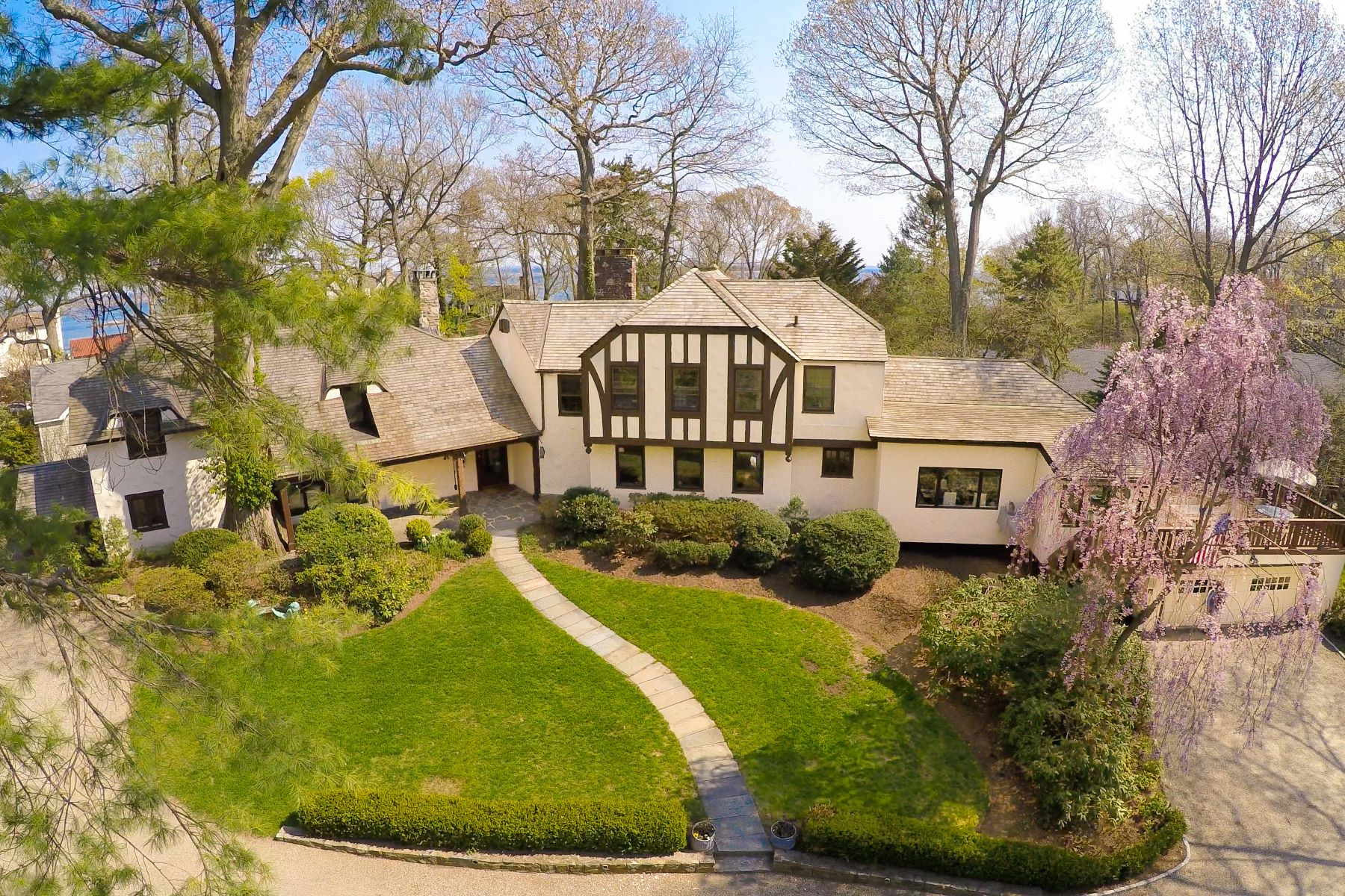 Single Family Home for Sale at Fairfield County's Best Kept Secret... 17 Shagbark Road Norwalk, Connecticut, 06854 United States