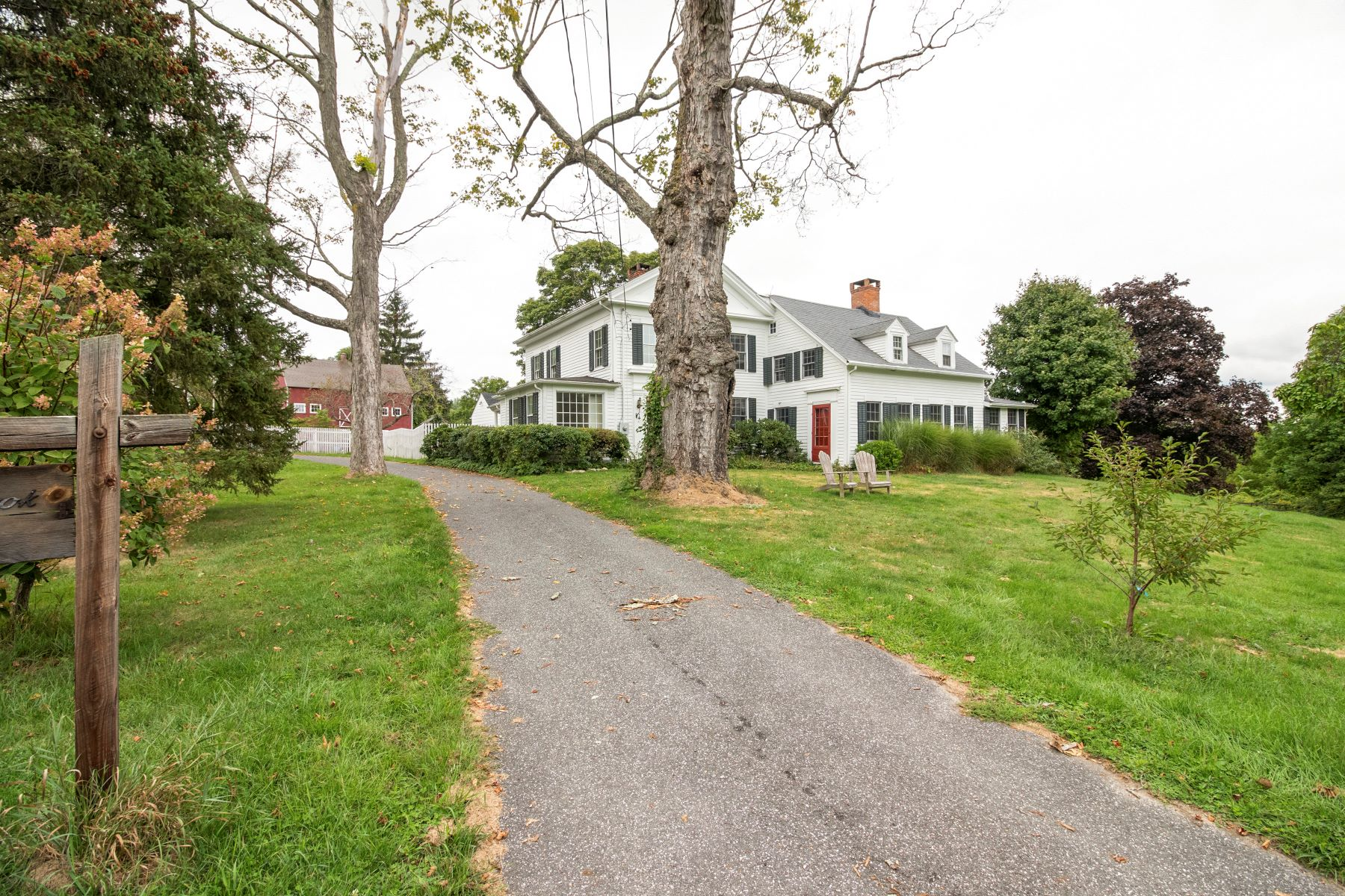 Single Family Homes для того Продажа на Own A Piece Of Southbury History 708 Spruce Brook Road Southbury, Коннектикут 06488 Соединенные Штаты