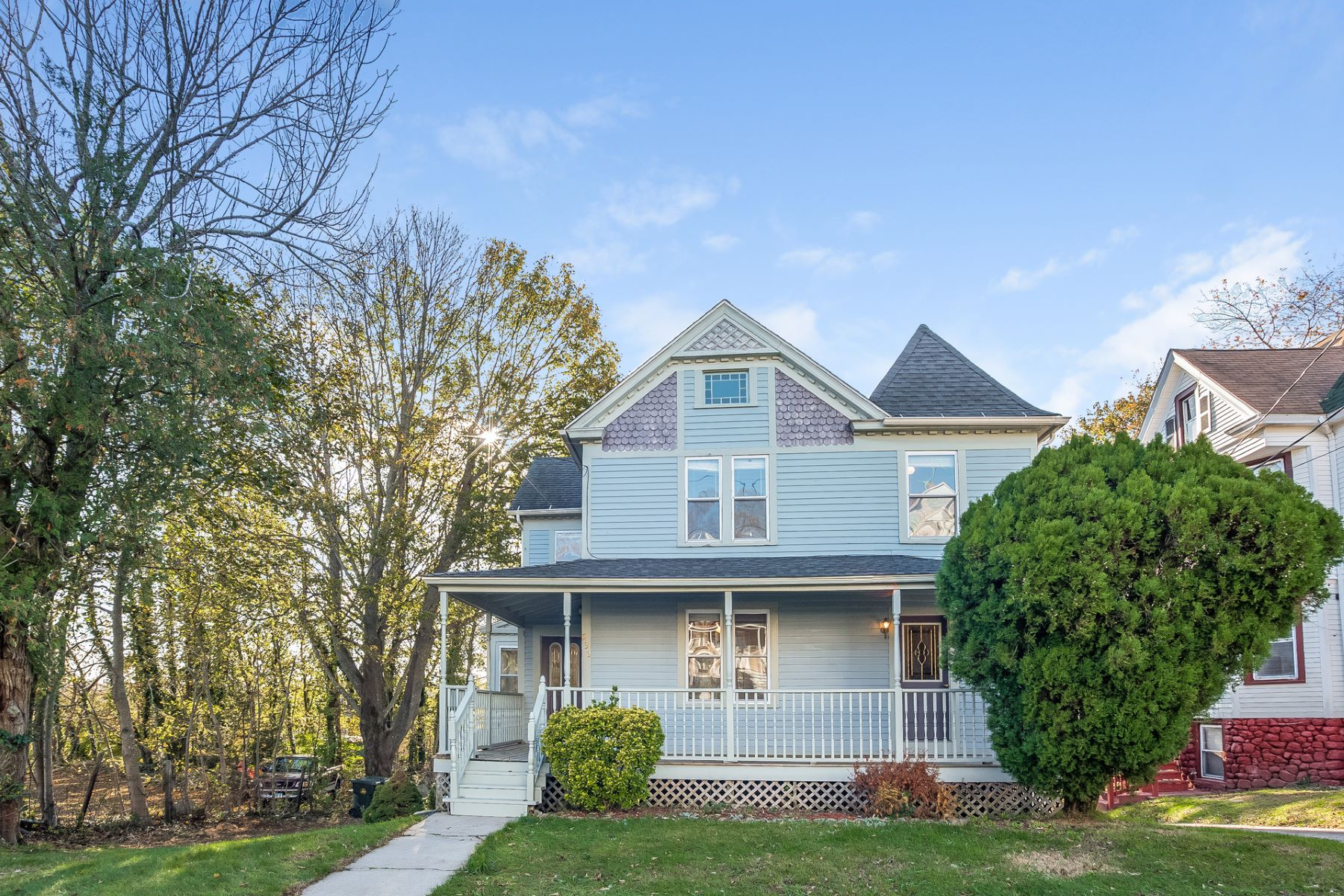 Casa Unifamiliar por un Venta en Spacious and Updated Colonial 232 Crystal Ave, New London, Connecticut, 06320 Estados Unidos