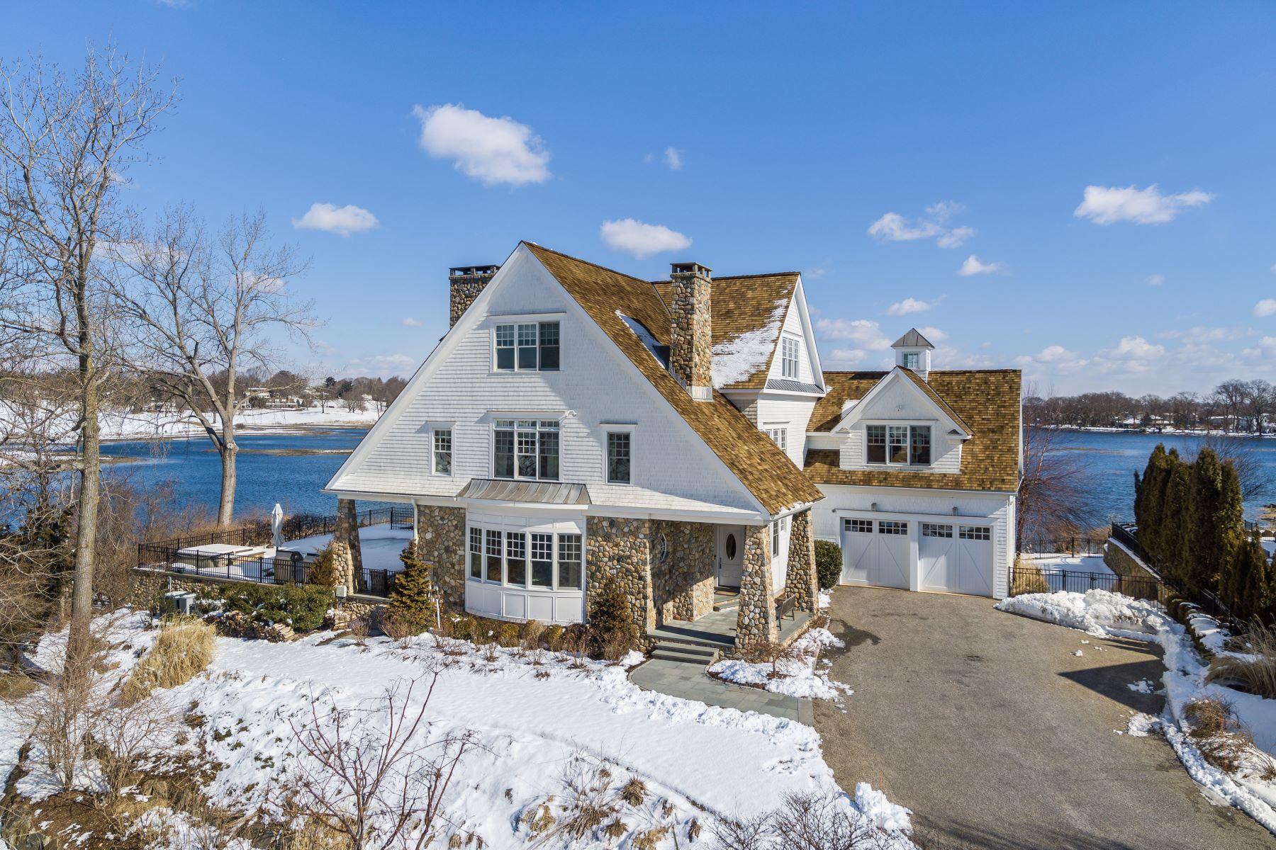 Eensgezinswoning voor Verkoop op Spectacular Shingle Style Residence Privately Located 5 Canfield Crossing 5, Norwalk, Connecticut 06855 Verenigde Staten