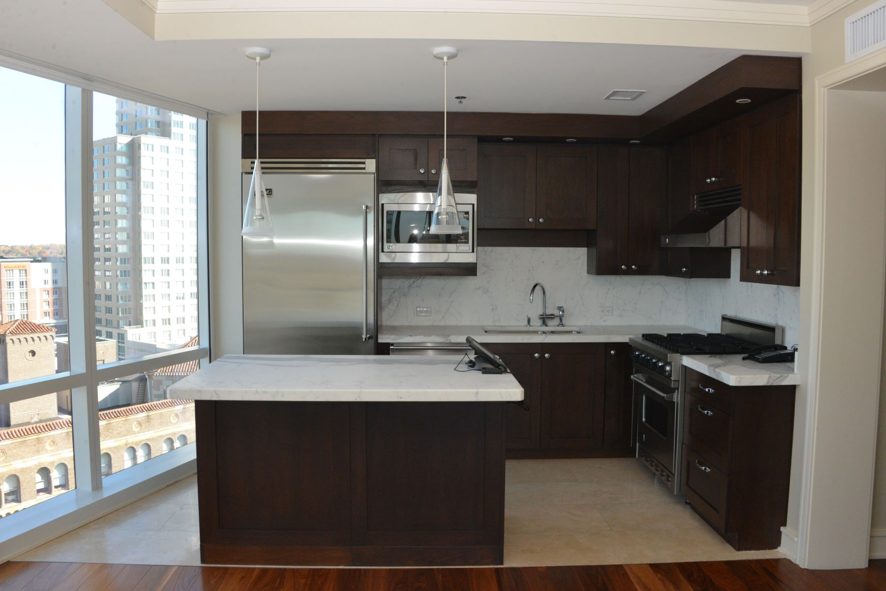 Кондоминиум для того Аренда на Spacious Condo in The Ritz- Carlton 1 Renaissance Square 15G White Plains, Нью-Йорк 10601 Соединенные Штаты