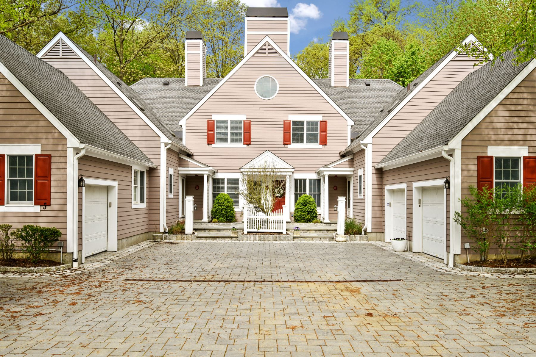 townhouses for Sale at 30 Wyndham Close White Plains, New York 10605 United States