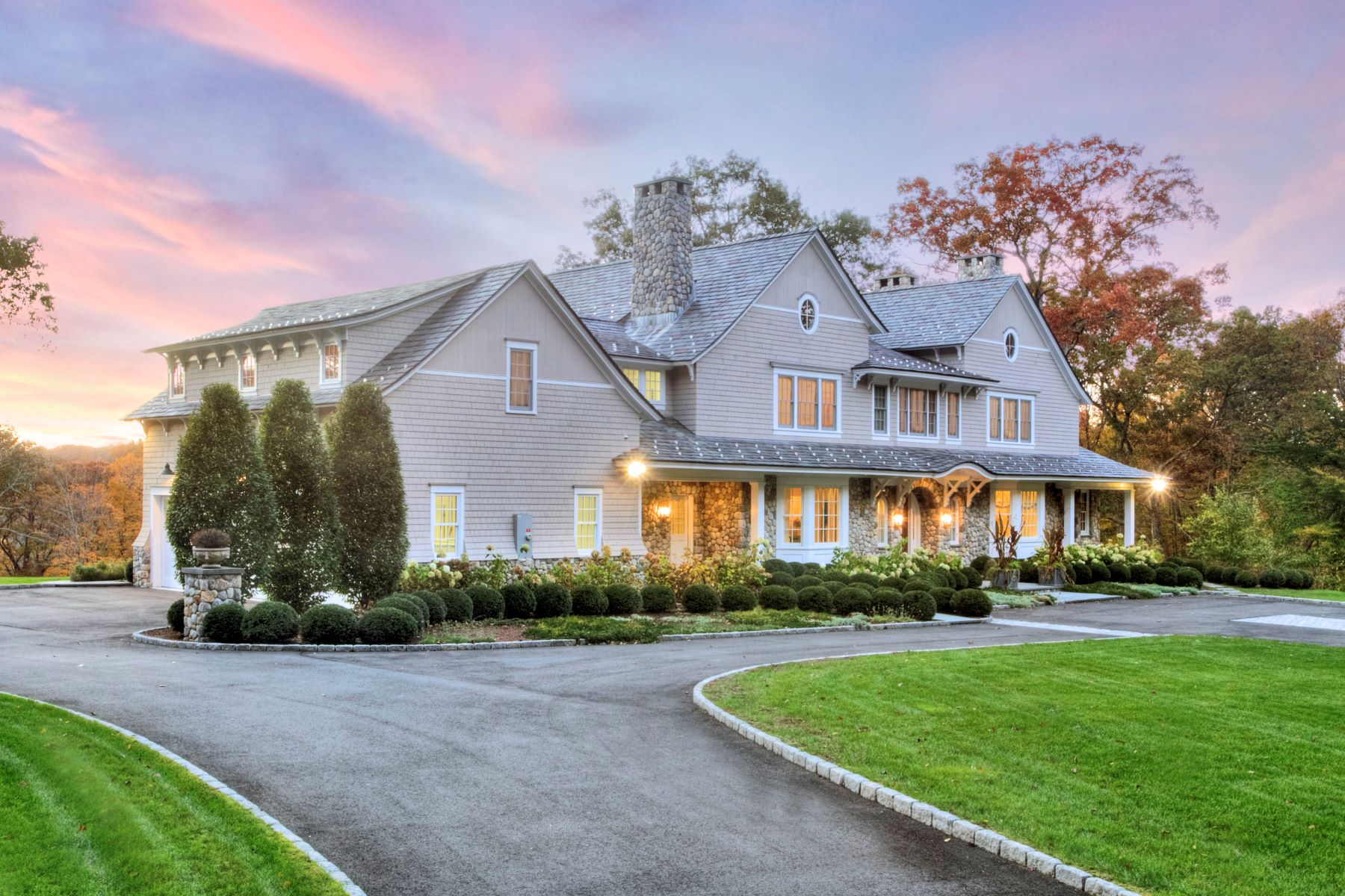 Single Family Homes vì Bán tại New Canaan, Connecticut 06840 Hoa Kỳ