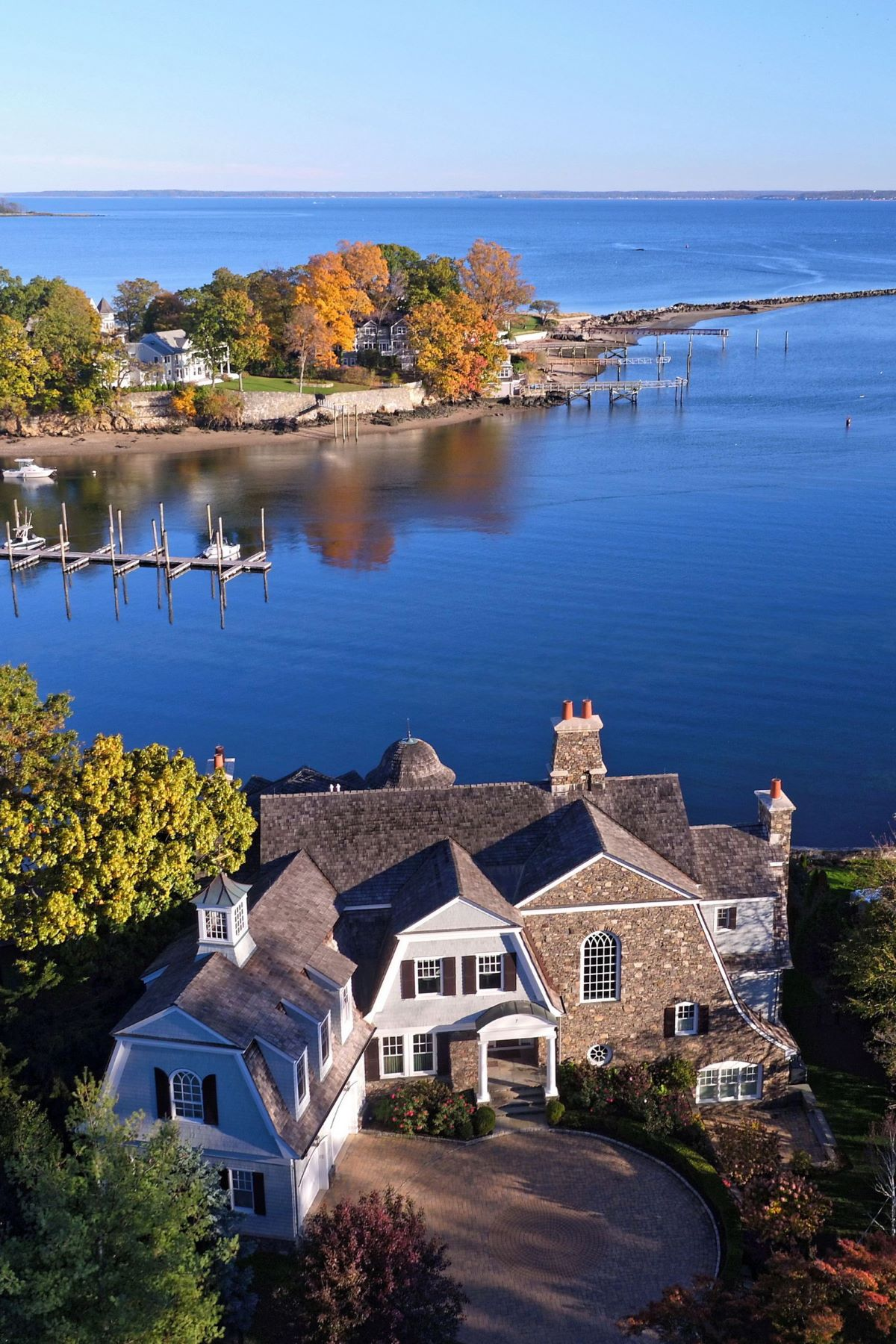 Maison unifamiliale pour l Vente à 7 Harbor Drive Port Chester, New York 10573 États-Unis