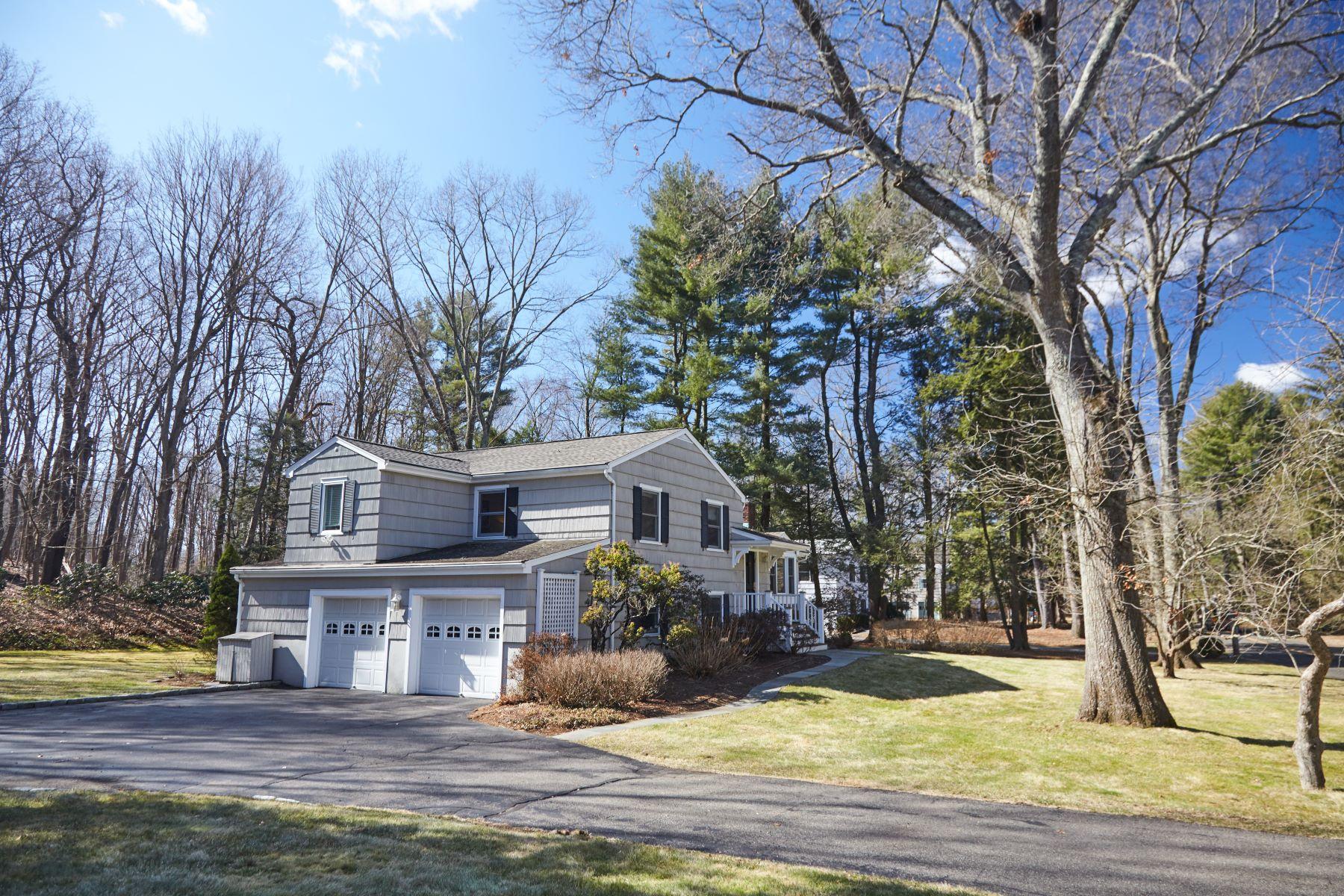 独户住宅 为 销售 在 Full Of Fresh Updates 14 Warnock Drive, 韦斯特波特, 康涅狄格州, 06880 美国