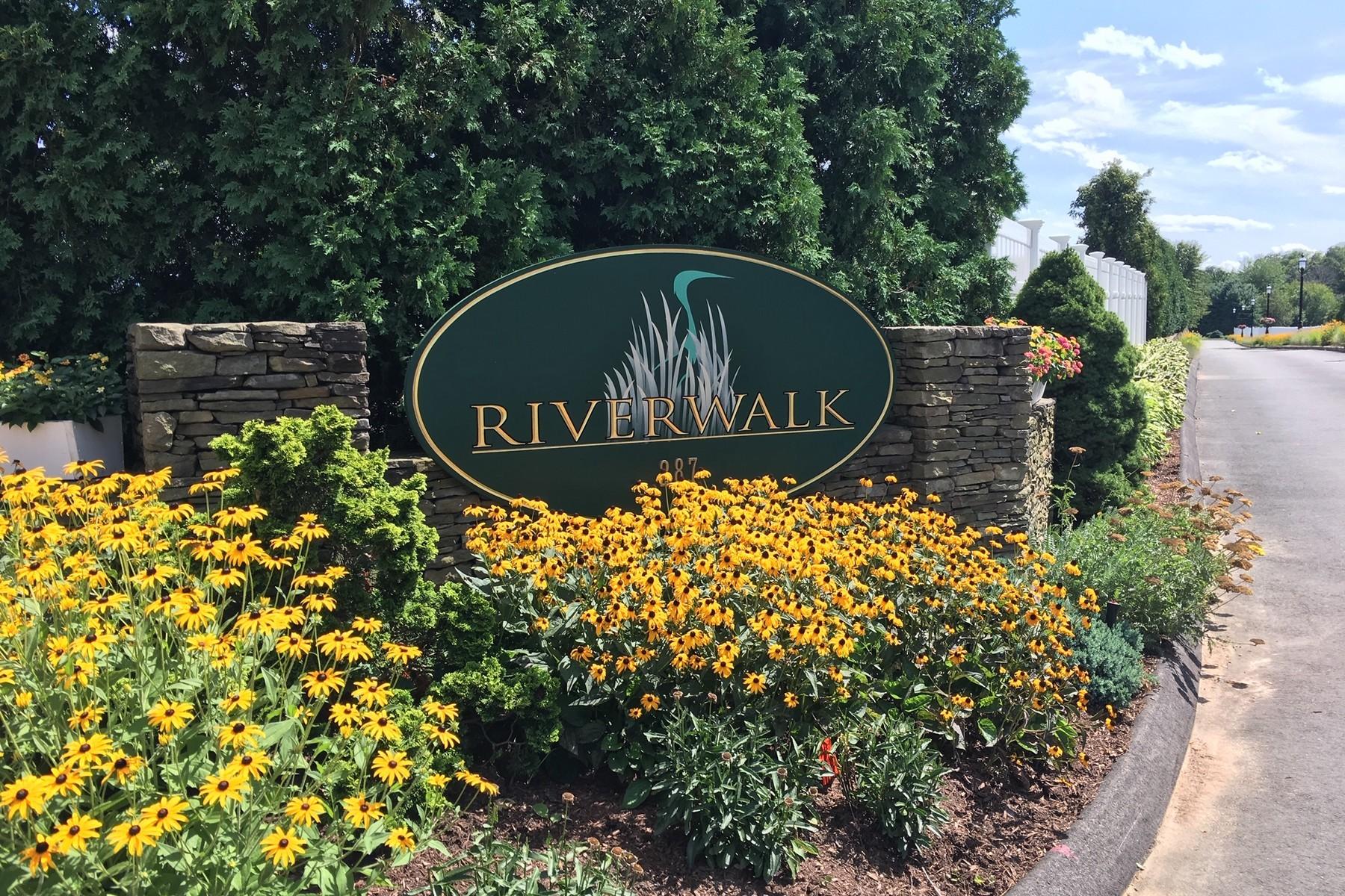 Condominiums για την Πώληση στο Custom Designed Home in Active Adult Community 52 Riverwalk, Branford, Κονεκτικατ 06405 Ηνωμένες Πολιτείες