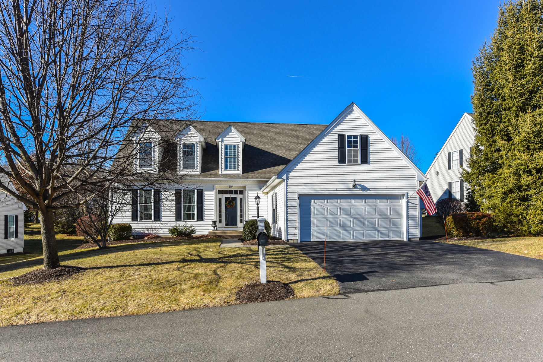 Single Family Homes for Active at 9 Chelsea Place 9 Avon, Connecticut 06001 United States