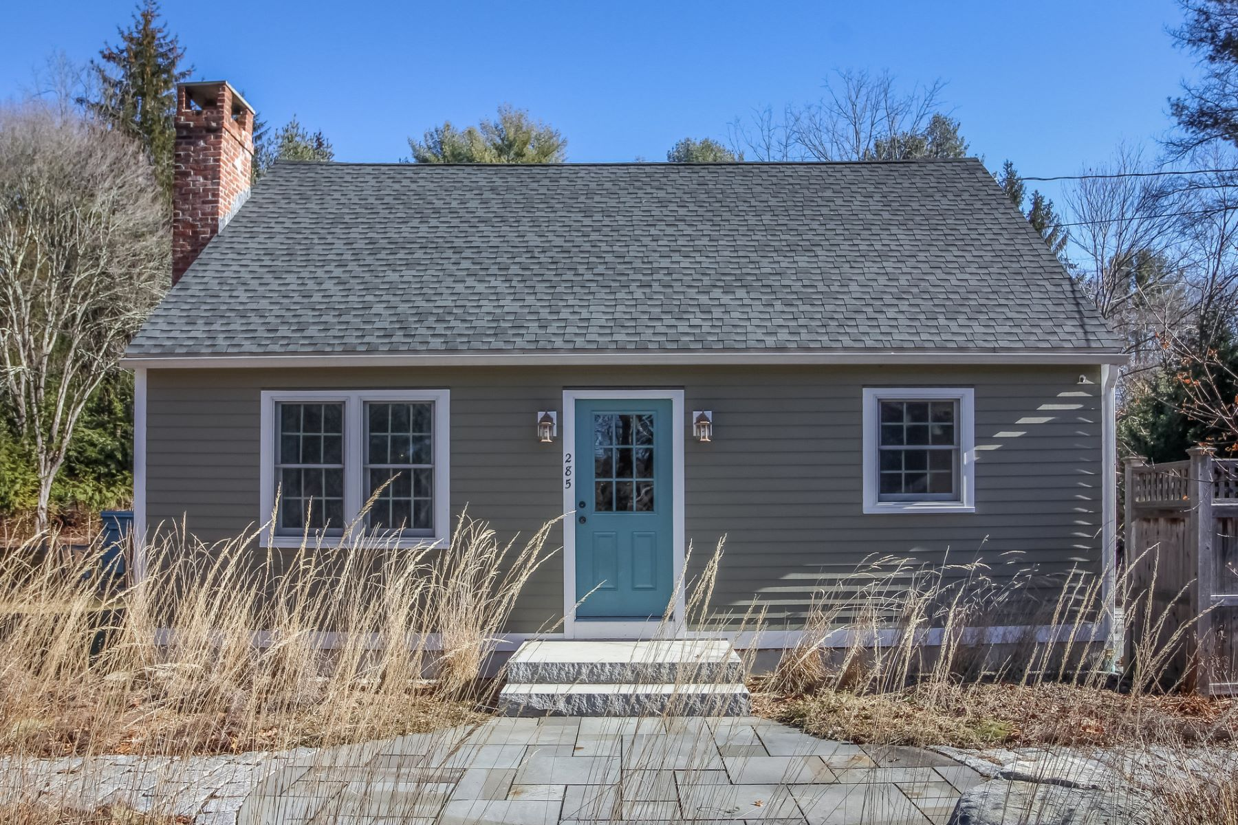 独户住宅 为 销售 在 Move Right in to this updated Cape Cod home! 285 Roast Meat Hill Road, 基林沃斯, 康涅狄格州, 06419 美国
