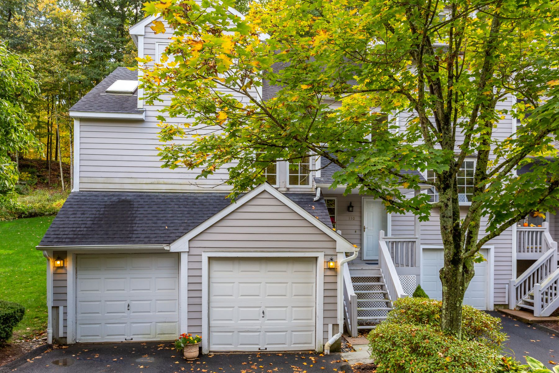 Single Family Homes for Sale at 110 Winterbourne Lane 110 Winterbourne Ln 110 Canton, Connecticut 06019 United States