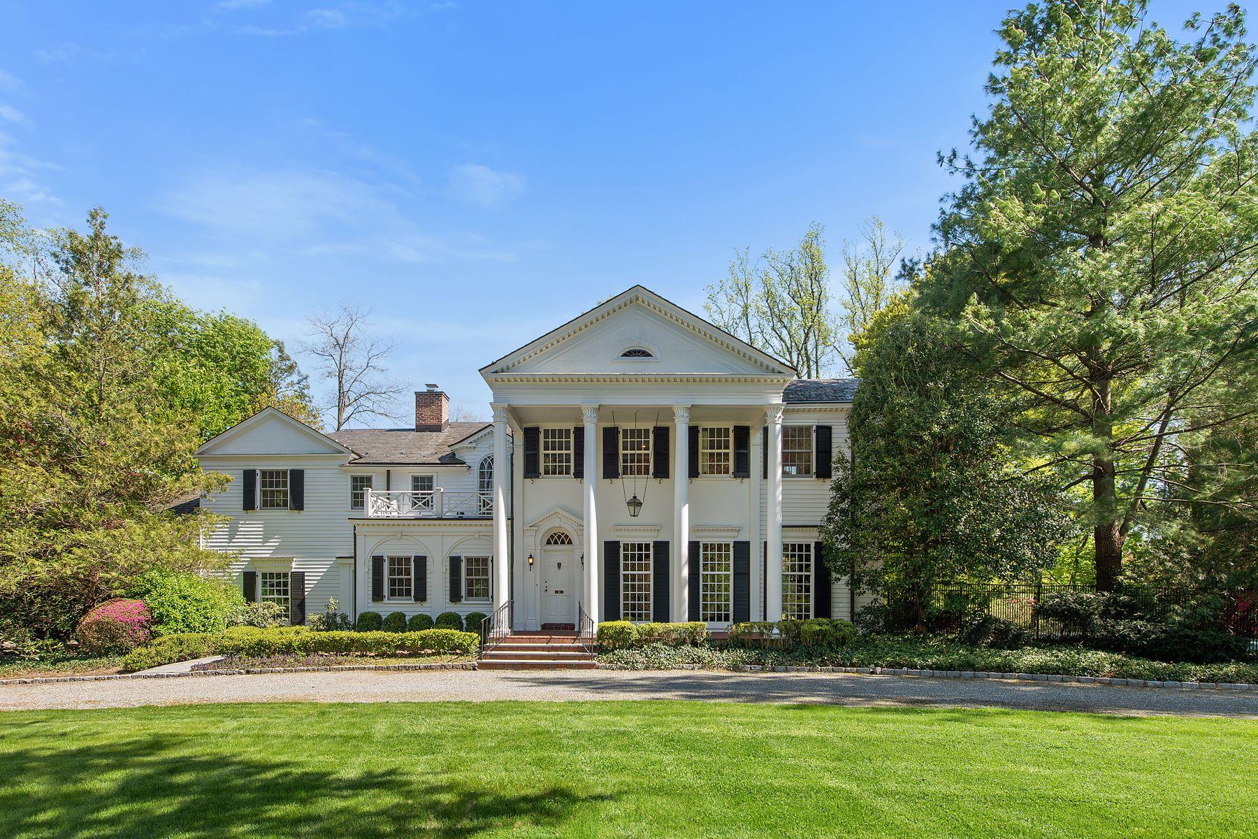 Single Family Homes 為 出售 在 Stunning Murray Hill Colonial Neoclassical Estate 76 Cushman Road, Scarsdale, 纽约 10583 美國