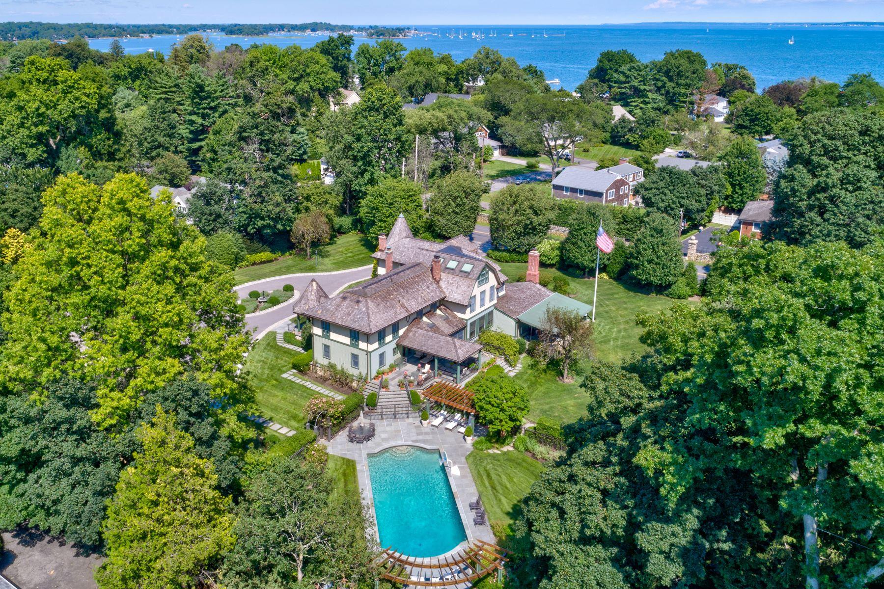 Частный односемейный дом для того Продажа на 981 Orienta Avenue 981 Orienta Avenue Mamaroneck, Нью-Йорк 10543 Соединенные Штаты
