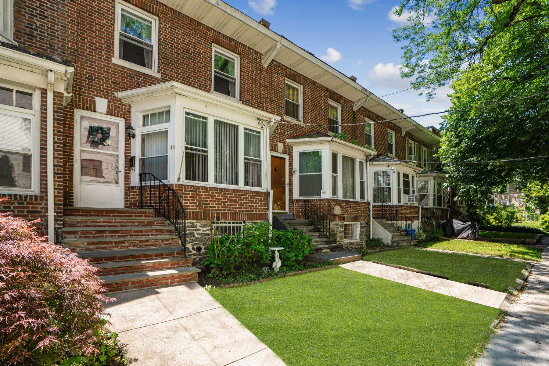 townhouses för Försäljning vid Lovely Brick Townhouse 30 Hartley Avenue, Mount Vernon, New York 10550 Förenta staterna