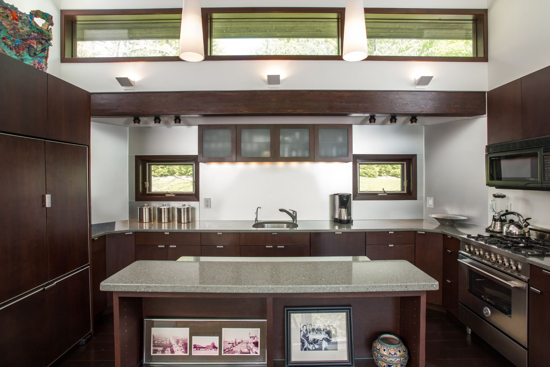 Additional photo for property listing at Chic, Custom-designed Contemporary on The Hill 15 Berkshire Heights Rd Great Barrington, Massachusetts 01230 États-Unis