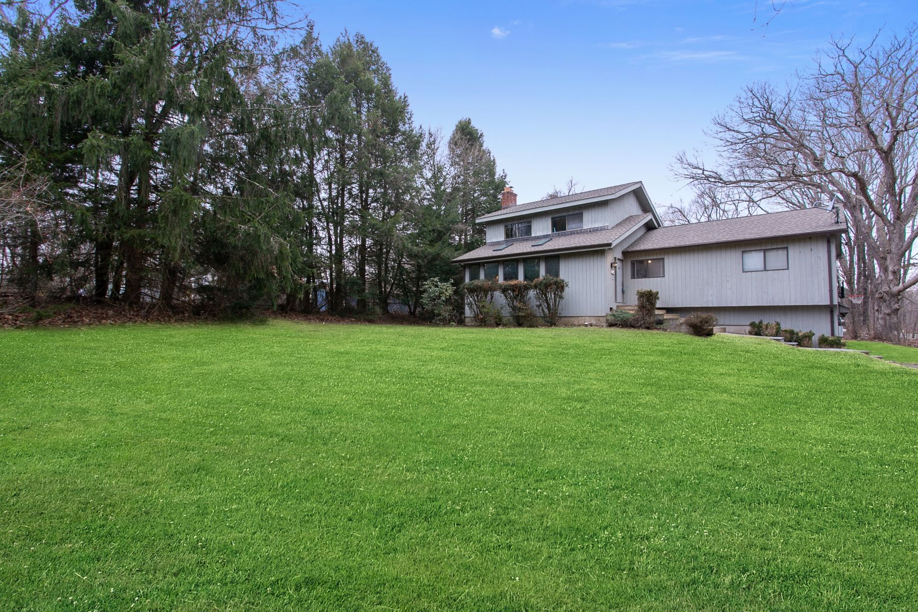 Single Family Homes for Sale at Wonderful Home With Level Property 138 Curt Smith Rd, Southbury, Connecticut 06488 United States