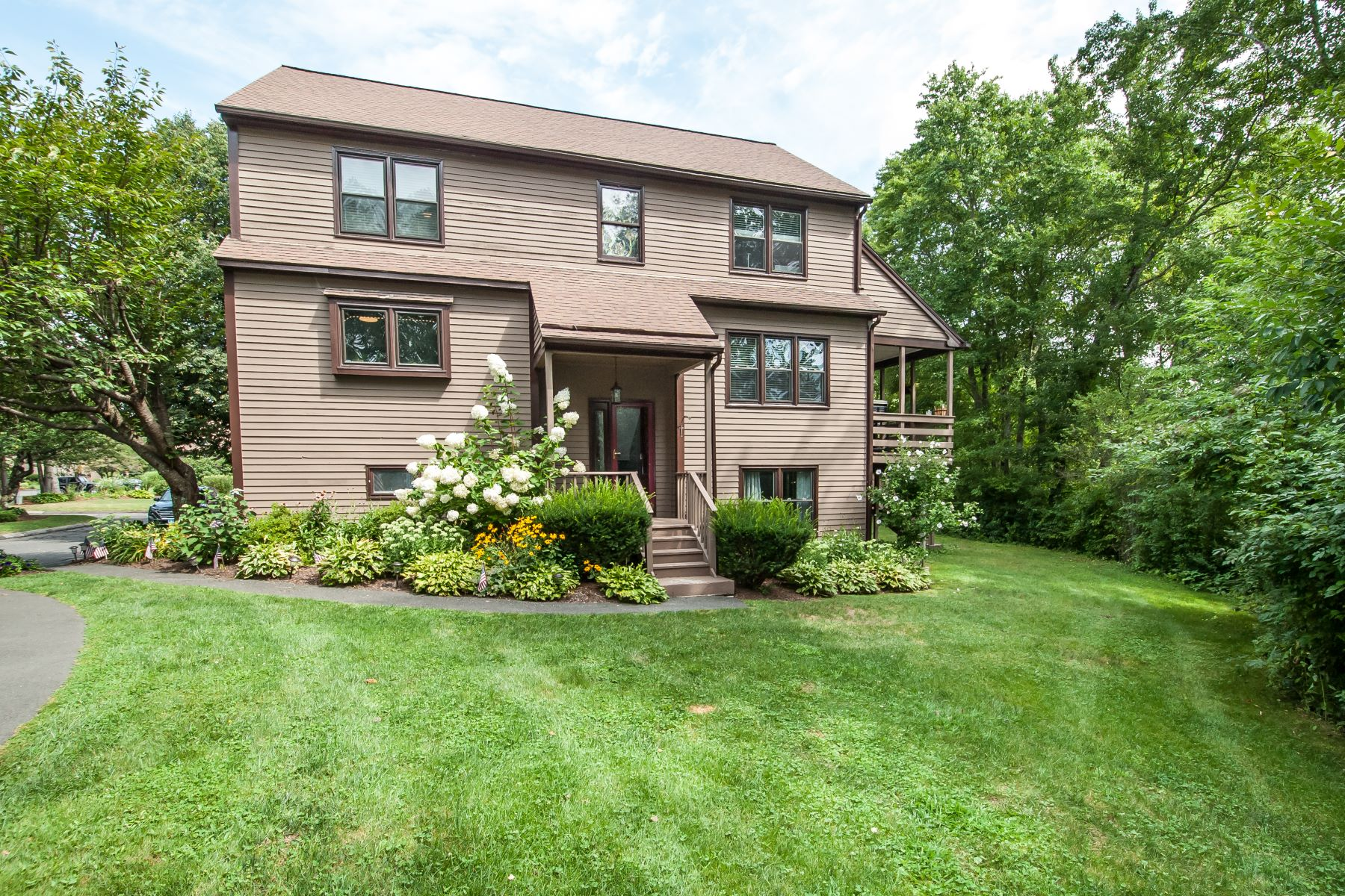 townhouses for Sale at Spectacular Barclay End Unit 17 Turtlebrook Trl 17 Monroe, Connecticut 06468 United States