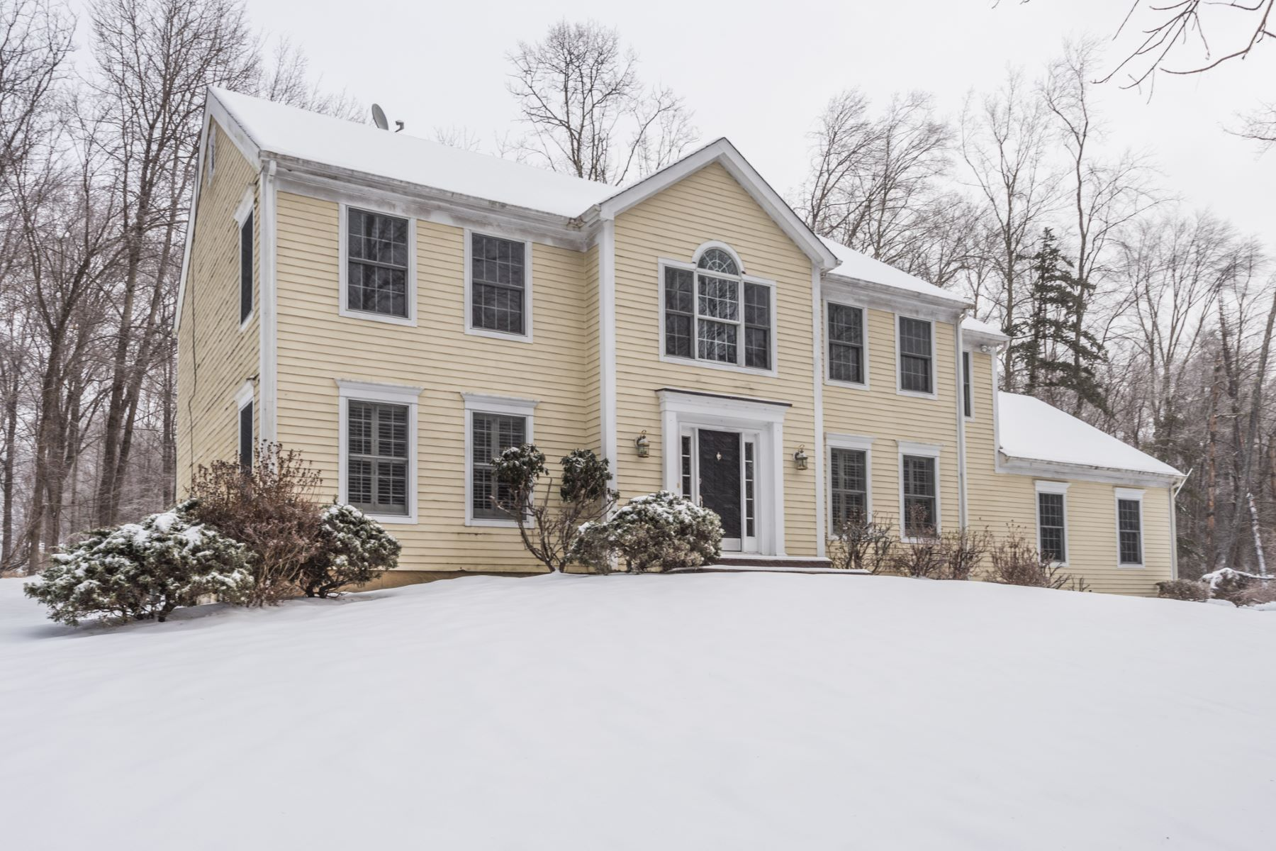 Single Family Home for Sale at Impeccable Colonial Home 53 Riverford Rd Brookfield, Connecticut 06804 United States