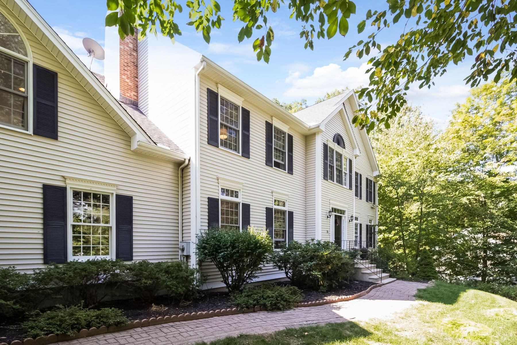 Частный односемейный дом для того Продажа на 25 Elizabeth Street Guilford, Коннектикут, 06437 Соединенные Штаты